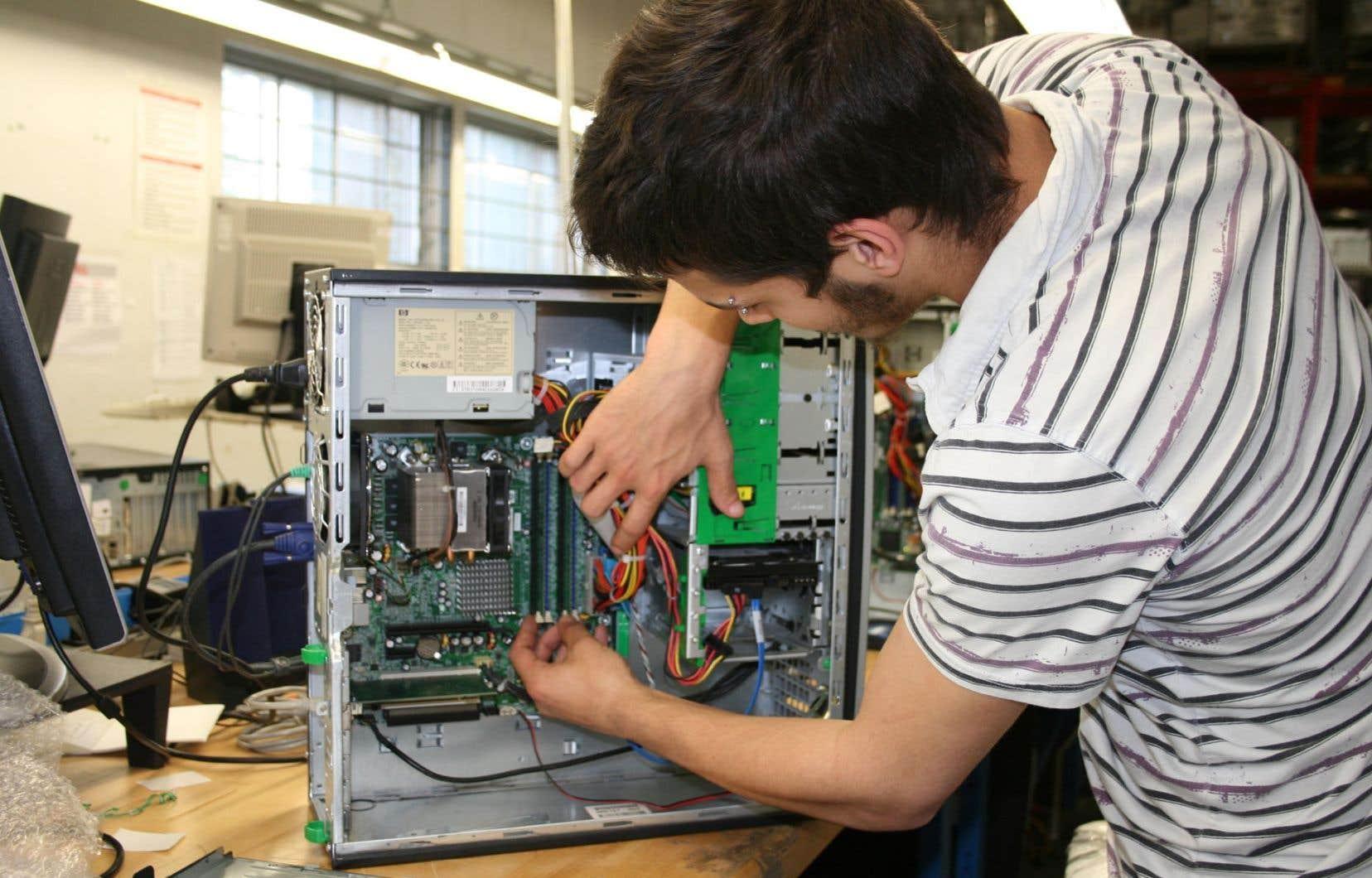 Insertech, qui redonne une seconde vie aux ordinateurs défectueux ou désuets, fait partie de la liste des entreprises d'économie sociale retenues pour le projet-pilote.