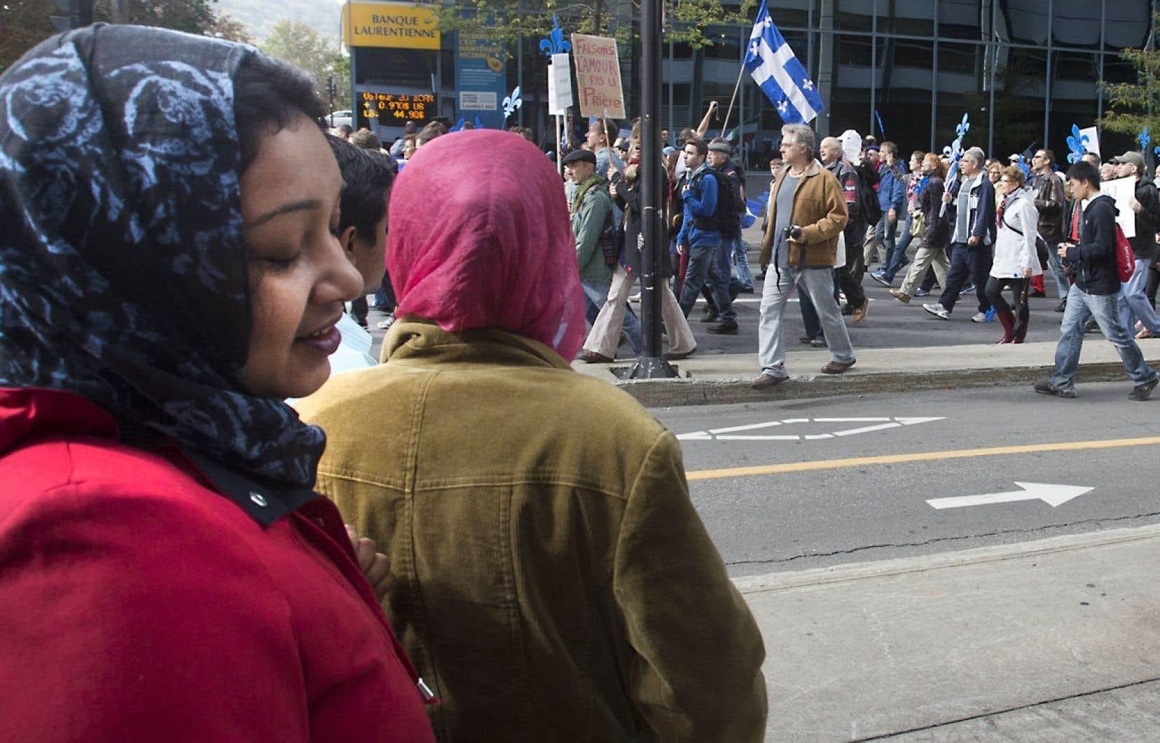 Bien que la manifestation ait rassemblé majoritairement des Québécois d'origine, plusieurs immigrants étaient aussi présents pour donner leur appui à la Charte des valeurs québécoises.
