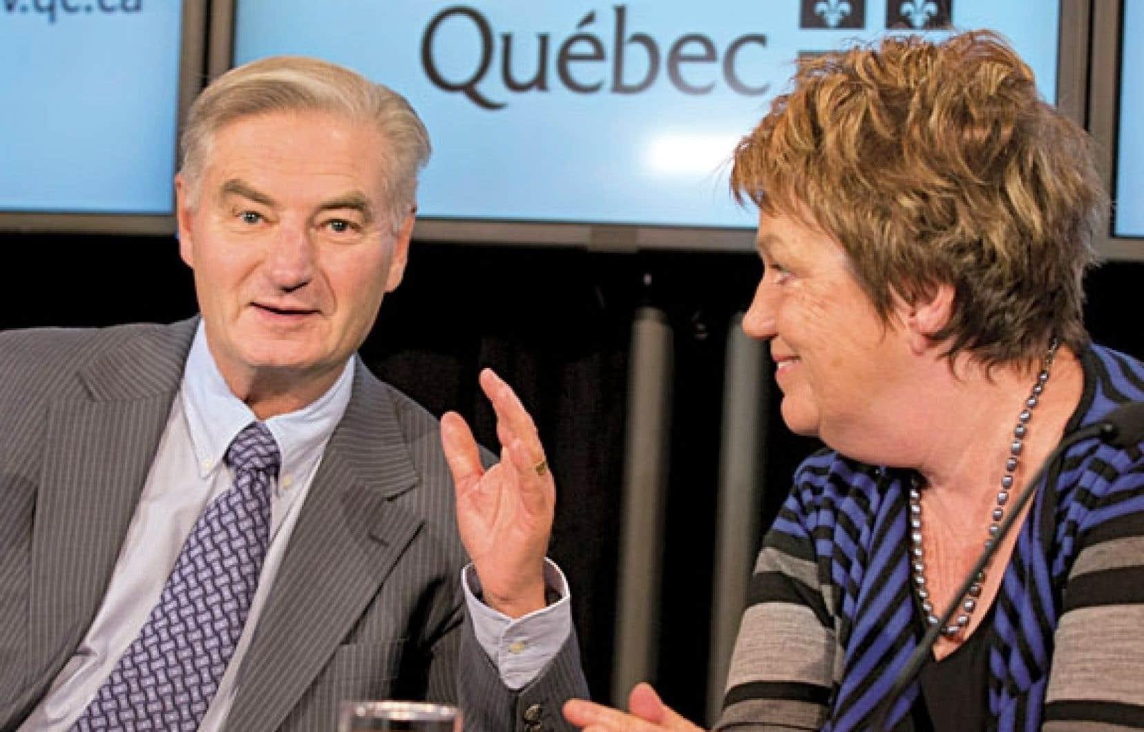 Le président de la Commission spéciale d'examen des événements du printemps 2012, Serge Ménard, aux côtés de la commissaire Claudette Carbonneau