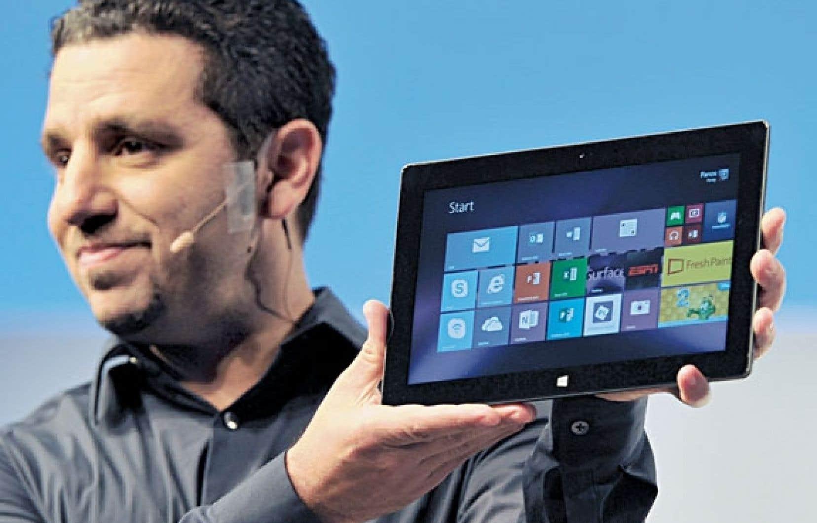 Panis Panay présente la nouvelle version de la tablette de Microsoft.