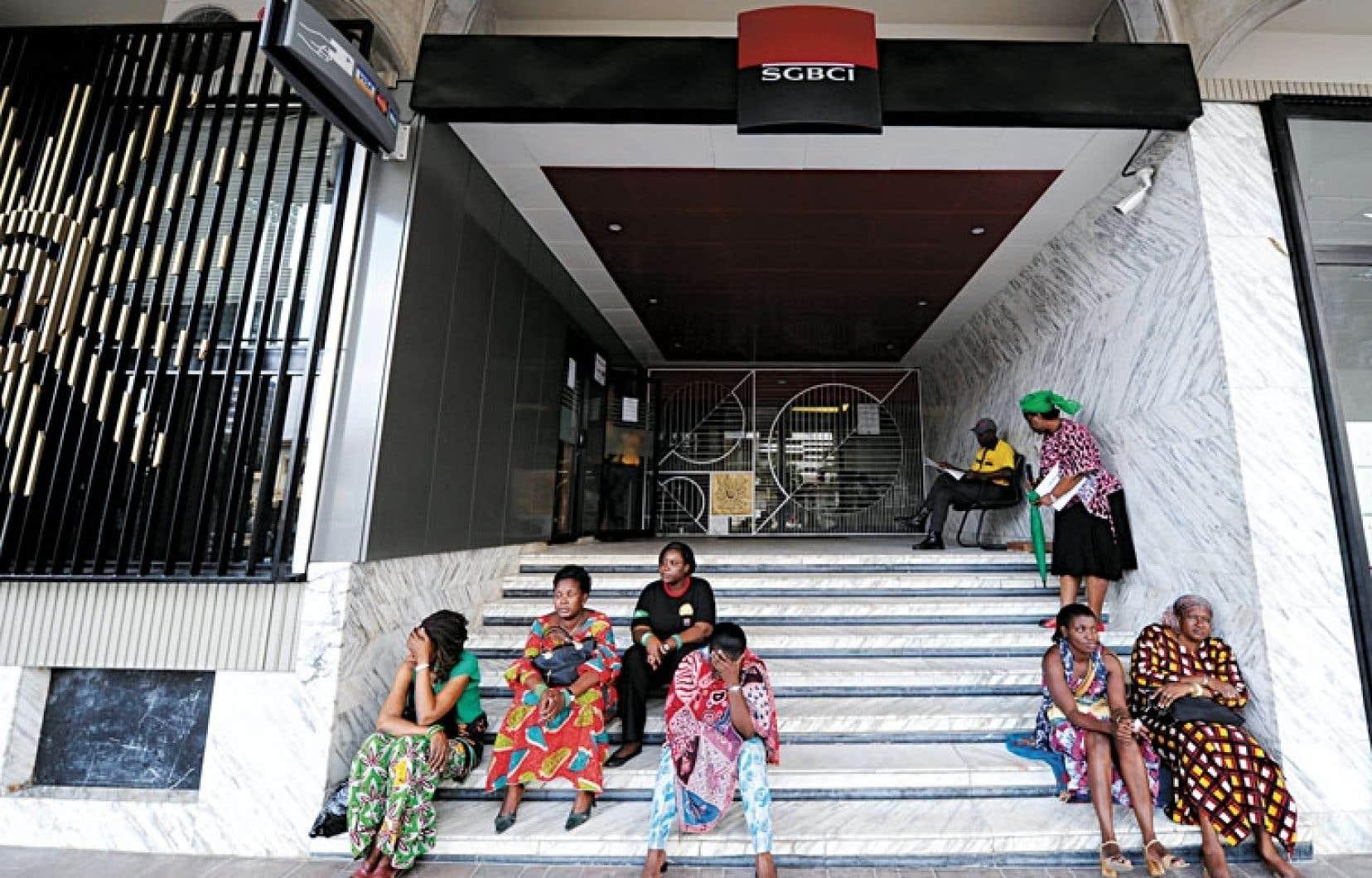 Des employées d'une banque en Côte d'Ivoire. Ce n'est que depuis cette année que les femmes de ce pays peuvent travailler sans devoir obtenir l'autorisation de leur époux.