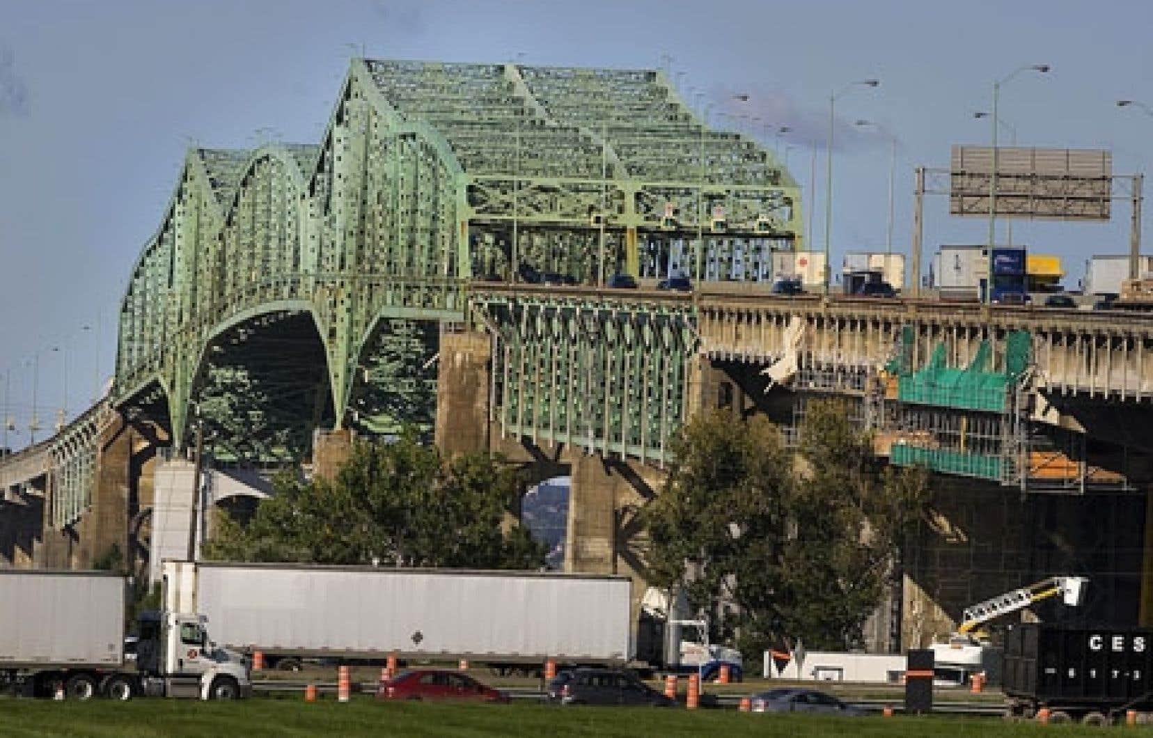 Le ministre Lebel a indiqué en point de presse qu'il devait recevoir bientôt un plan d'affaires sur le futur pont Champlain.