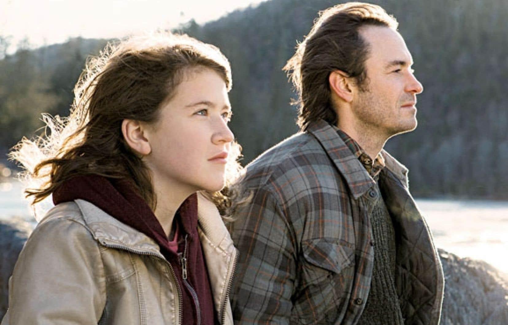 Ariane Legault et Sébastien Ricard se donnent la réplique dans Une jeune fille.