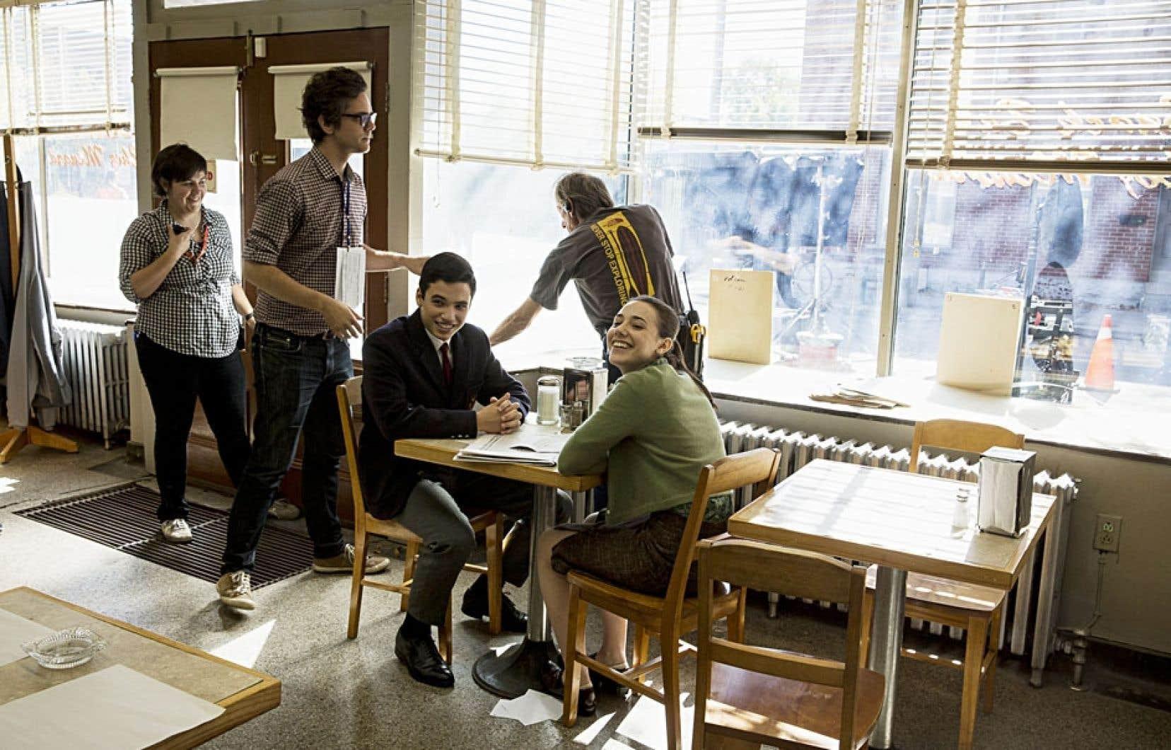 Le cinéaste Mathieu Denis (debout à gauche) filme ces jours-ci à Montréal les derniers moments de la courte existence de Jean Corbo, décédé en 1966.