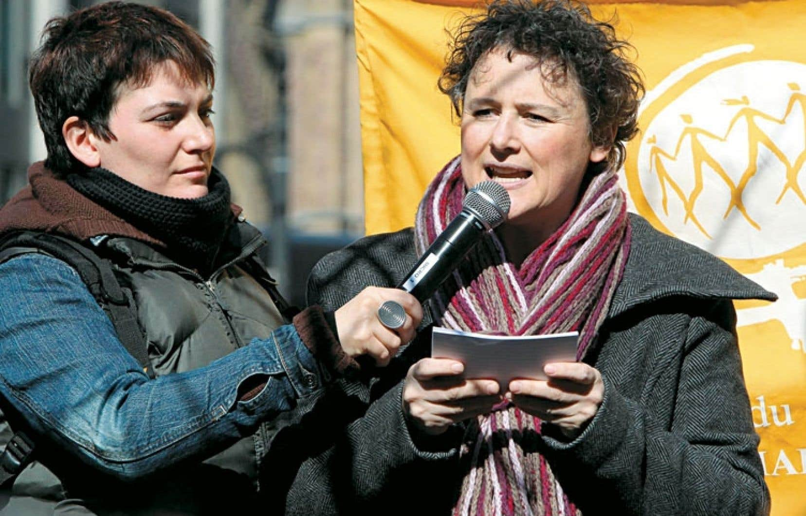 La présidente de la Fédération des femmes du Québec, Alexa Conradi, lors de la Marche des femmes à Montréal, en 2010
