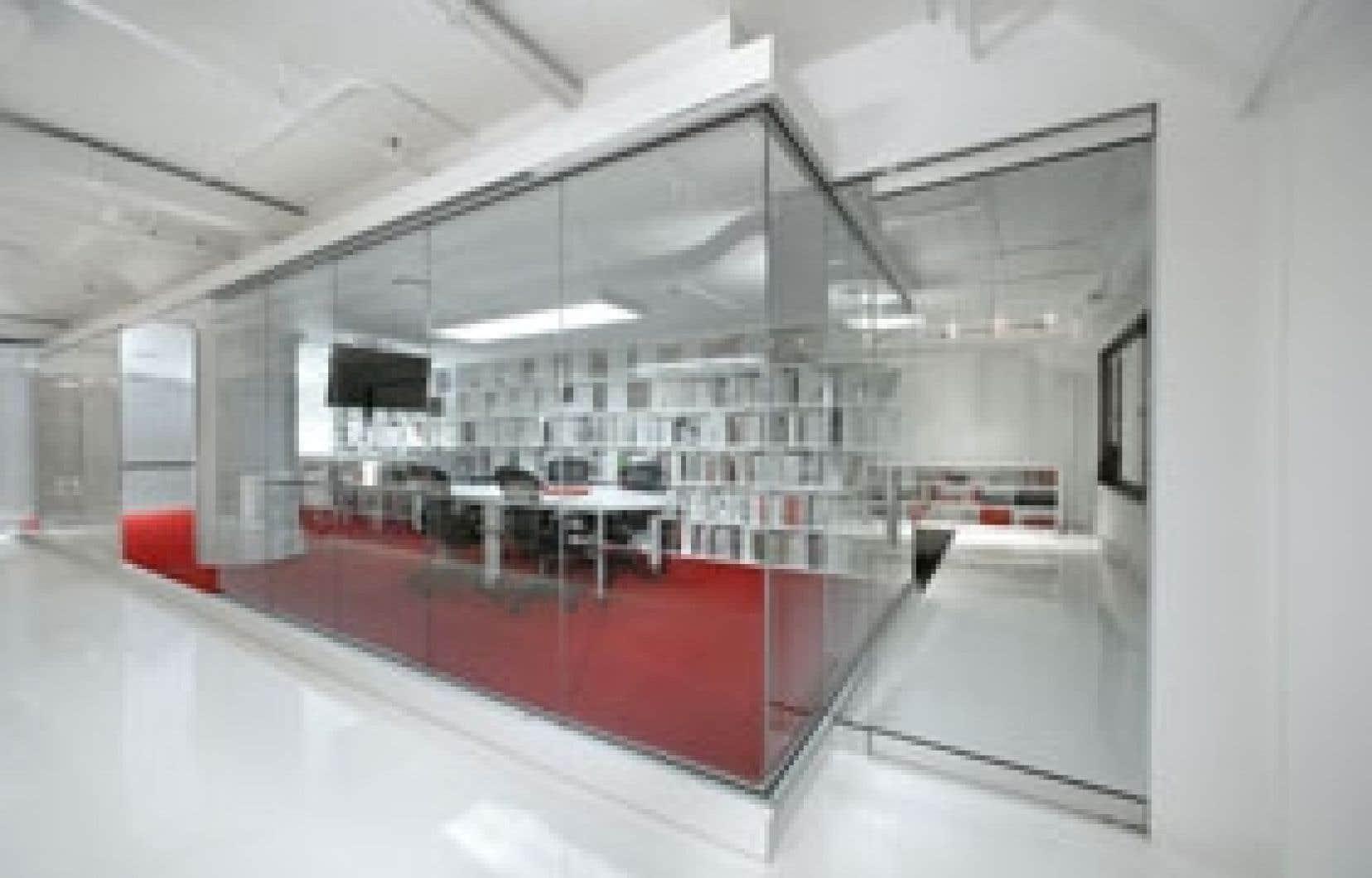 Design int rieur en blanc et rouge le devoir for Combattre humidite mur interieur