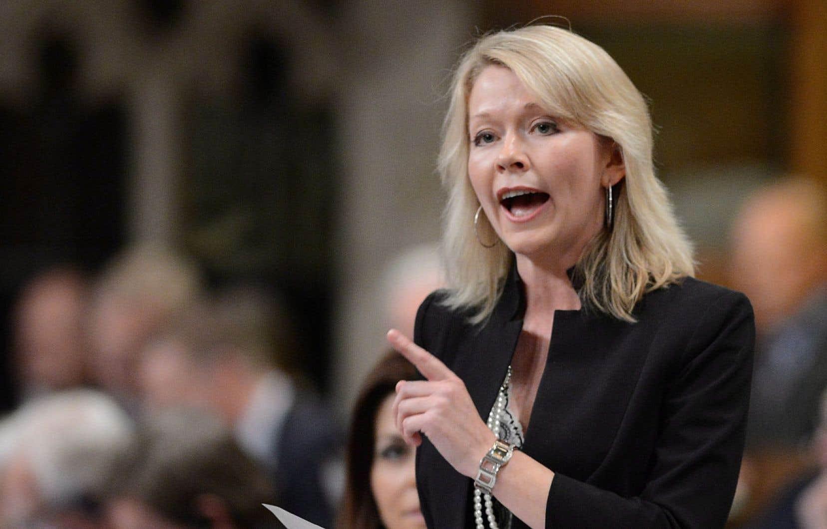 La ministre d'État au Développement social, Candice Bergen a défendu la décision de Service Canada.