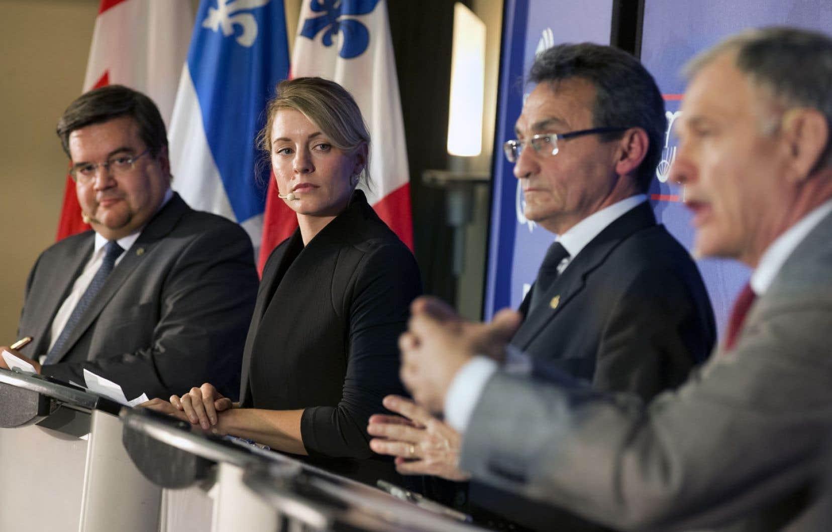 Les quatre principaux candidats à la mairie de Montréal se montrent plutôt favorable au projet d'inversion du pipeline 9B d'Enbridge.