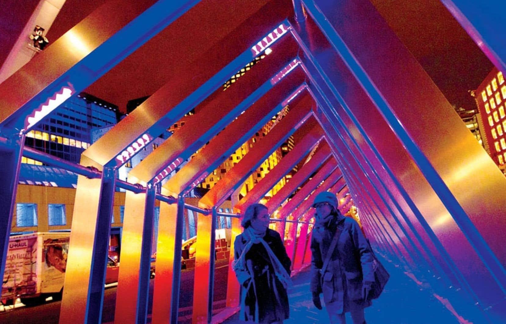 L'œuvre immersive en forme d'arches lumineuses et sonores se déploiera sur la place bruxelloise nouvellement rénovée, du 29 novembre du 5 janvier.