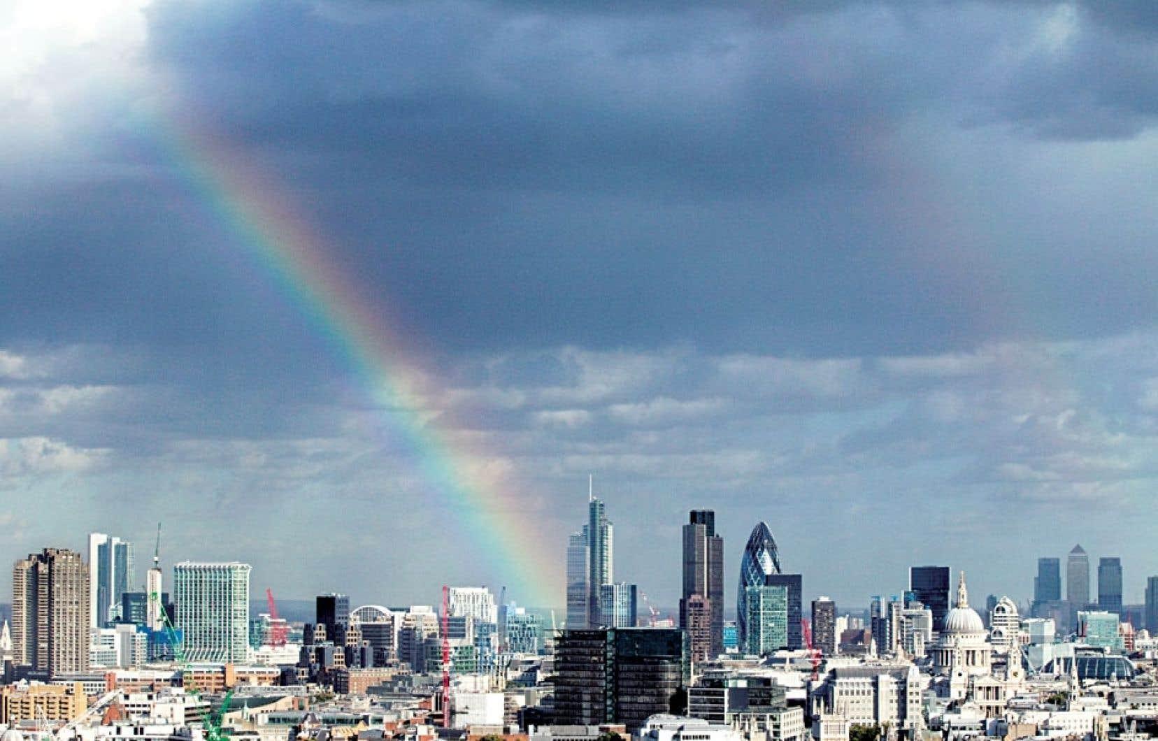 Arc-en-ciel sur la City de Londres, le quartier de la finance.