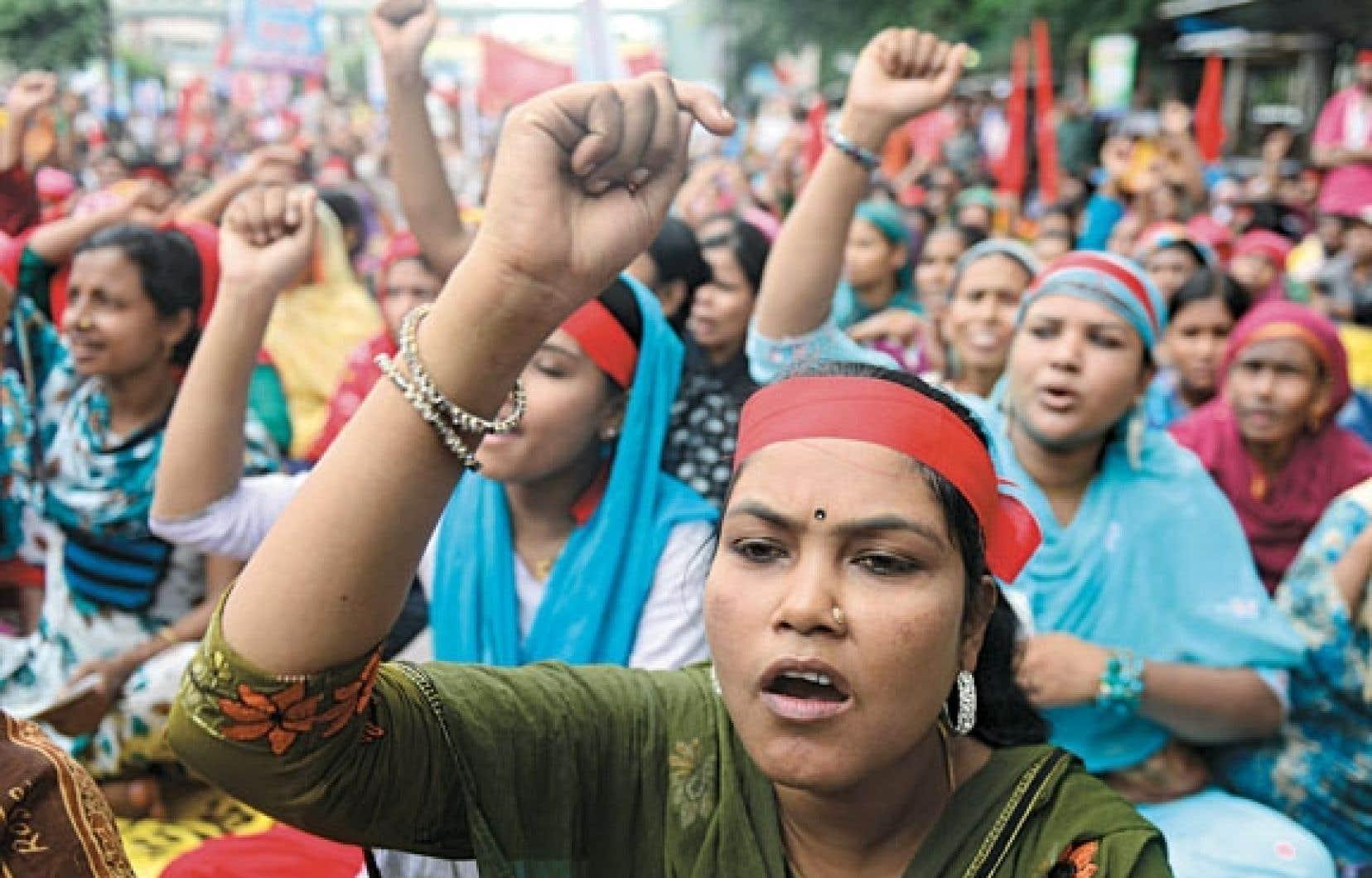 Travailleuses du textile manifestant à Dhaka.