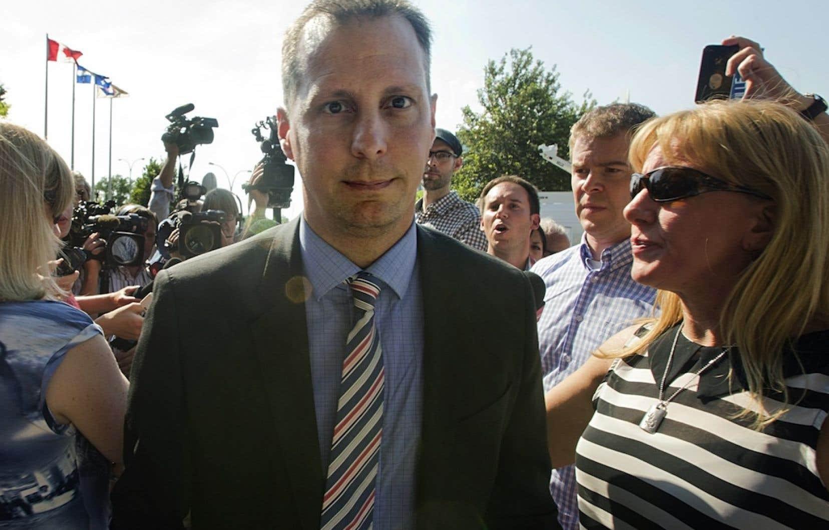 Quelques jours après son assermentation, Alexandre Duplessis, maire de Laval par intérim, a été arrêté à la suite d'une négociation qui a mal tourné avec deux prostituées.