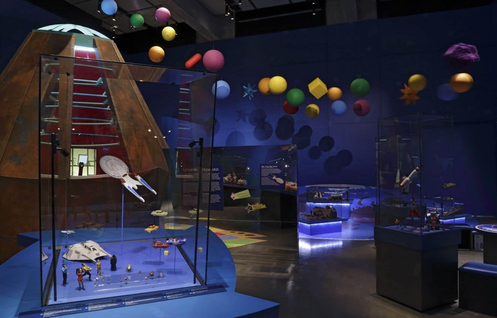 L'exposition Jouets — Mission Cosmos, présentée au Musée McCord, a servi d'inspiration pour de nombreuses idées de cadeaux qu'on retrouve à la boutique du musée.
