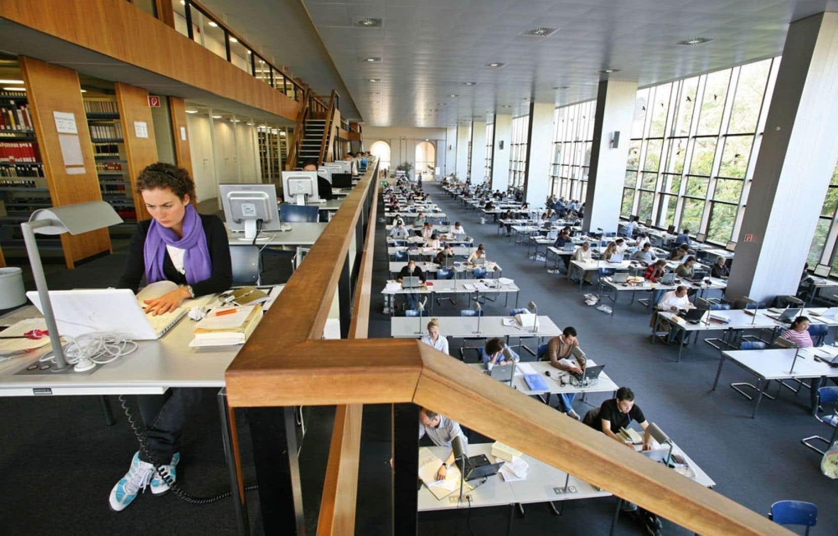 La Staatsbibliothek de Bavière, à Munich, attire chercheurs et universitaires dans ses espaces lumineux et conviviaux, qui laissent le champ libre à l'usager.