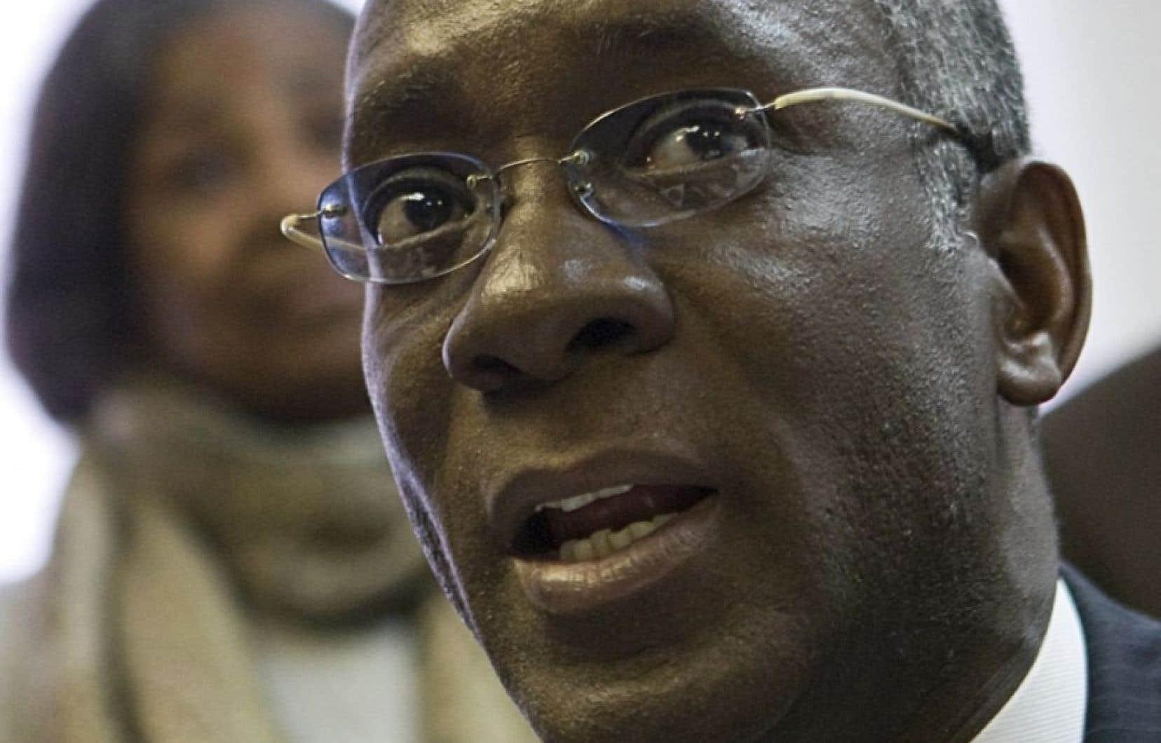 Le nouveau député libéral de Bourassa, Emmanuel Dubourg, n'a pas l'intention de rembourser la prime de séparation qu'il a touchée en quittant l'Assemblée nationale.