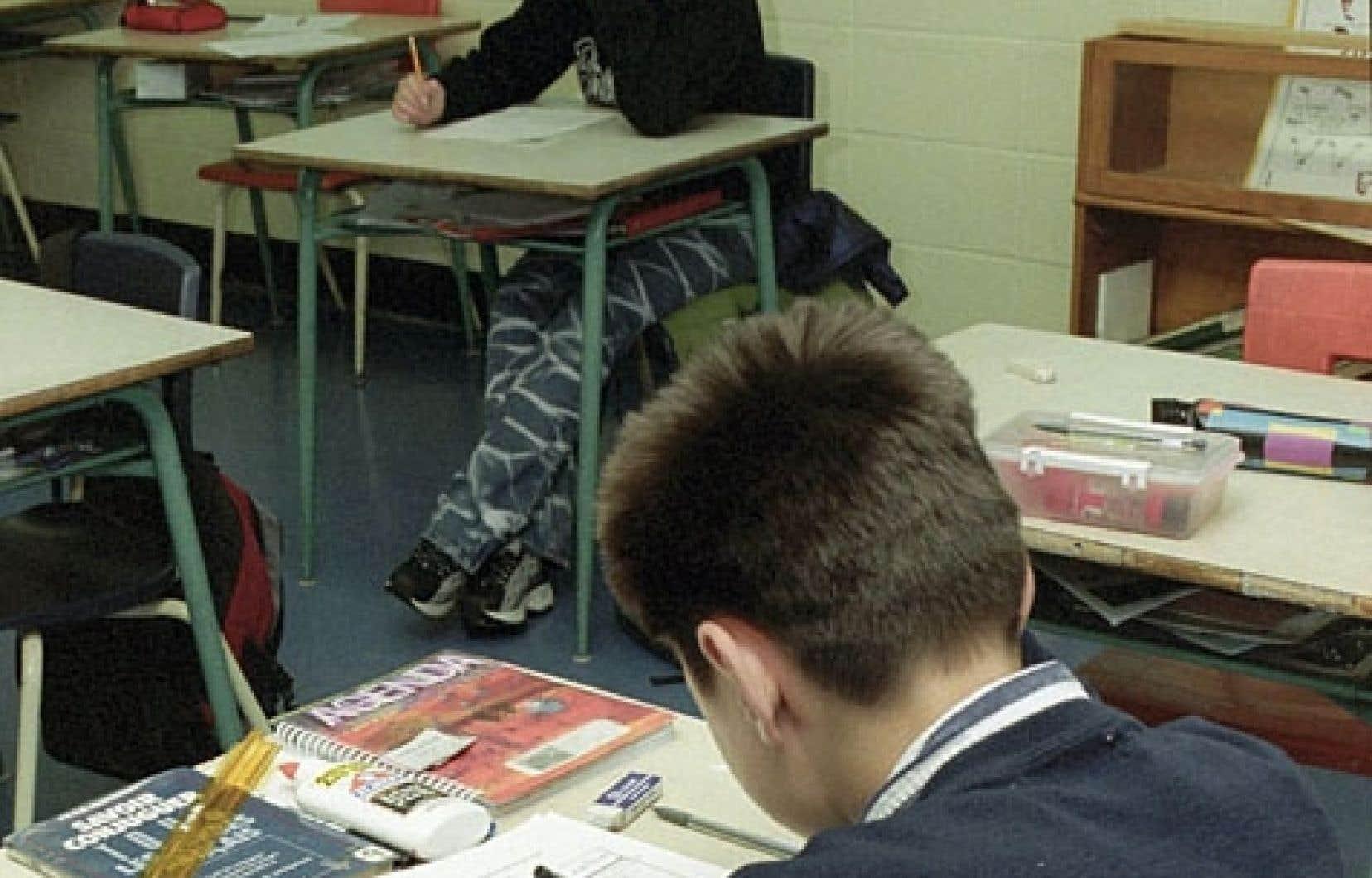 L'Association québécoise pour l'enseignement en univers social (AQEUS) dénonce un projet de cours d'histoire qu'elle juge trop politique.