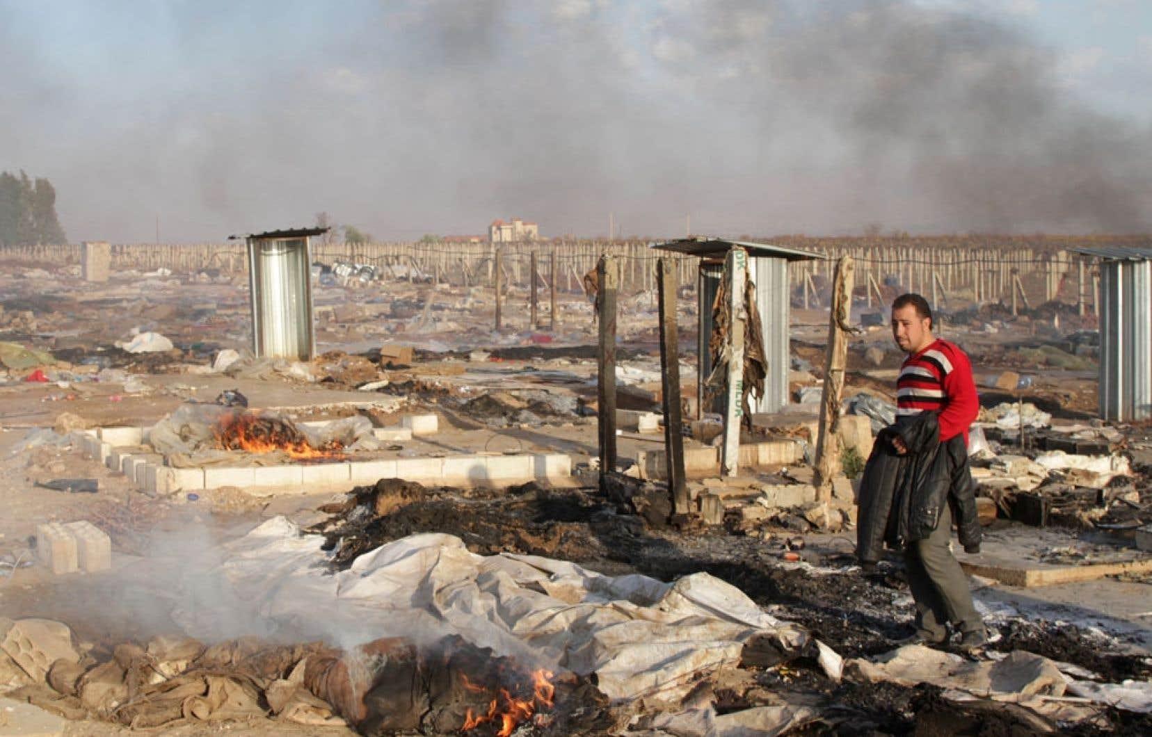 Outre les décès, la guerre a fait des centaines de milliers de réfugiés qui ont quitté leur pays et vivent dans des conditions précaires, comme dans ce camp près de Zahle au Liban.