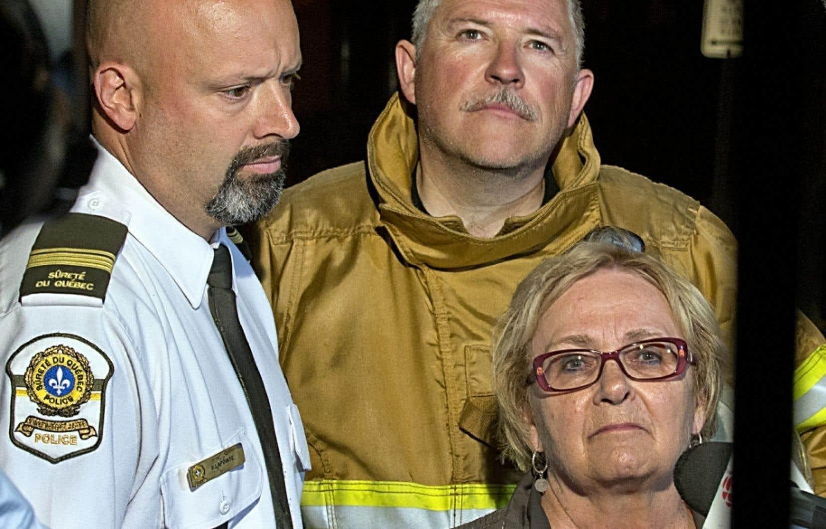 Au lendemain de la catastrophe dans cette photo d'archive, le lieutenant Guy Lapointe de la Sûreté du Québec, le chef pompier Denis Lauzon et la mairesse de Lac-Mégantic Colette Roy-Laroche.