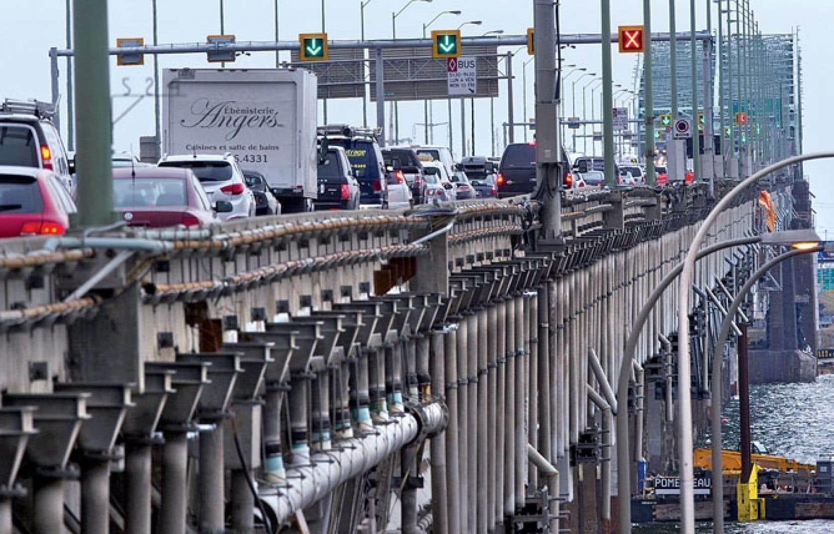 Sitôt le nouveau pont construit, le gouvernement s'attaquera à la démolition du pont Champlain actuel. Trois années seront nécessaires.