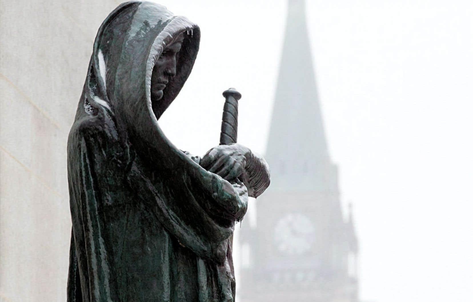 L'ouvrage La bataille de Londres documente les agissements du juge en chef de la Cour suprême du Canada à l'époque, Bora Laskin, auprès des gouvernements britannique et canadien lors des négociations entourant le rapatriement de la Constitution.