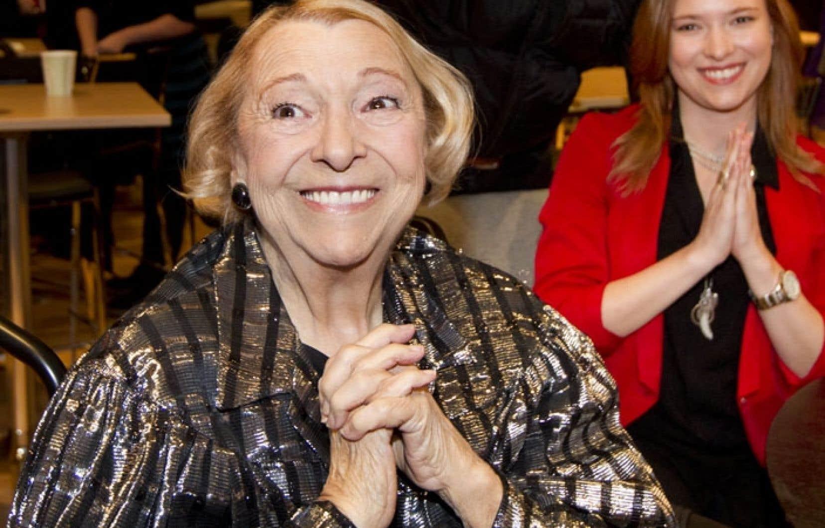 Lise Payette s'est laissé convaincre par sa petite-fille cinéaste, Flavie Payette-Renouf (à l'arrière), d'être au centre d'un documentaire retraçant son parcours personnel et professionnel.
