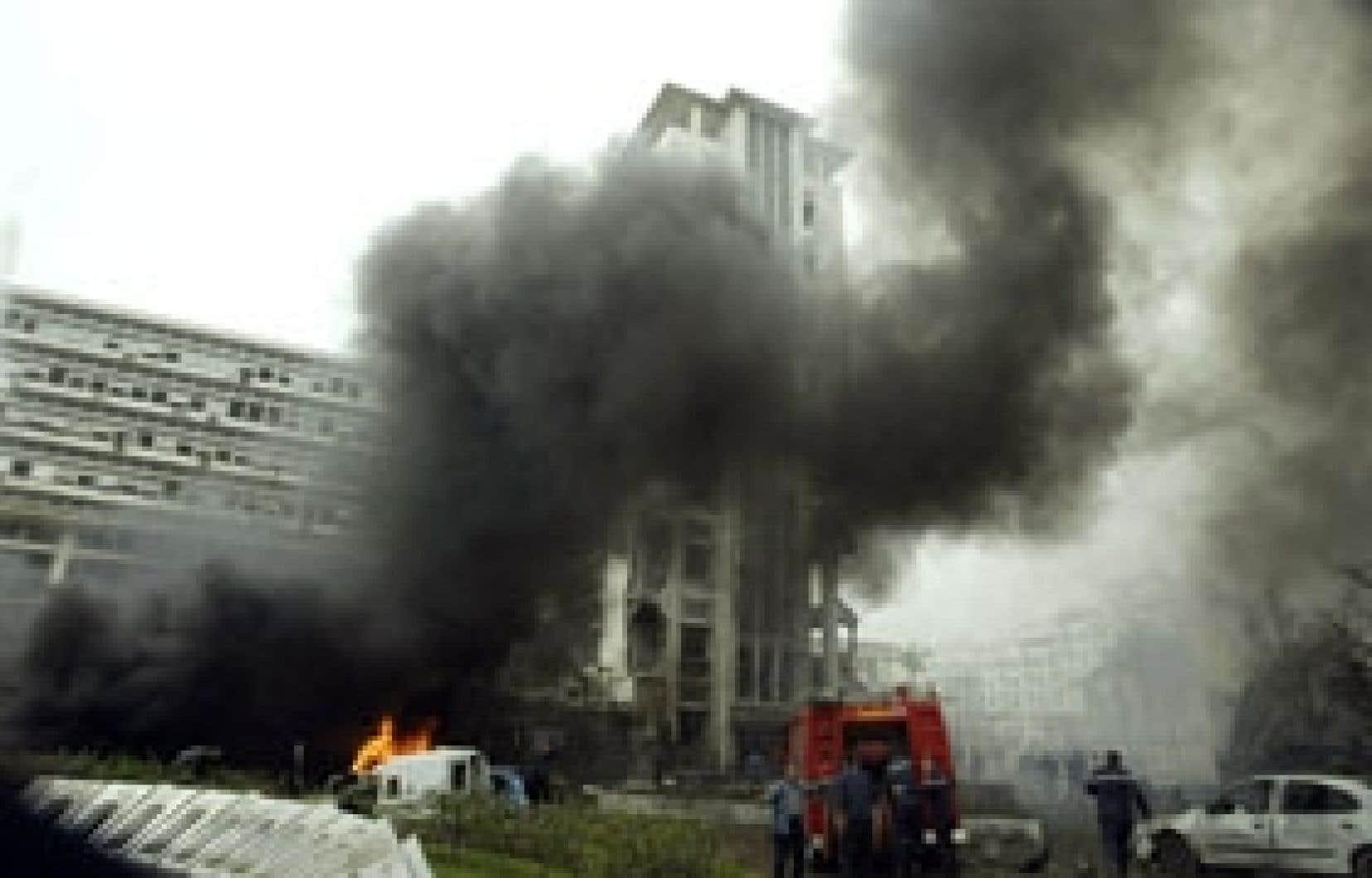 Les forces de sécurité se sont rapidement rendues au bureau du premier ministre algérien hier.