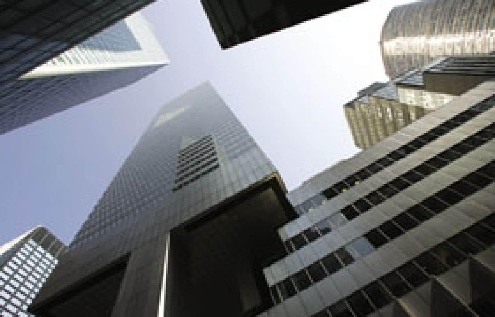 La première banque mondiale a dévoilé hier une réorganisation visant la réduction d'un peu plus de 6 % des effectifs, sur environ 275 000 personnes employées dans une centaine de pays.