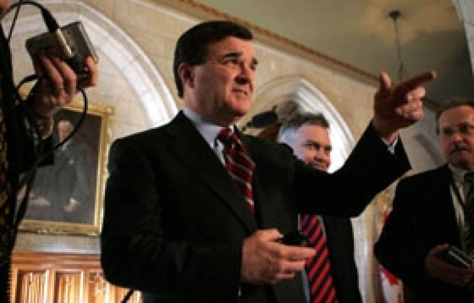Le ministre Flaherty s'est dit particulièrement encouragé par l'annonce, en mars dernier, de la Banque TD, qui compte augmenter le nombre de ses guichets sur ou autour des campus universitaires du pays.