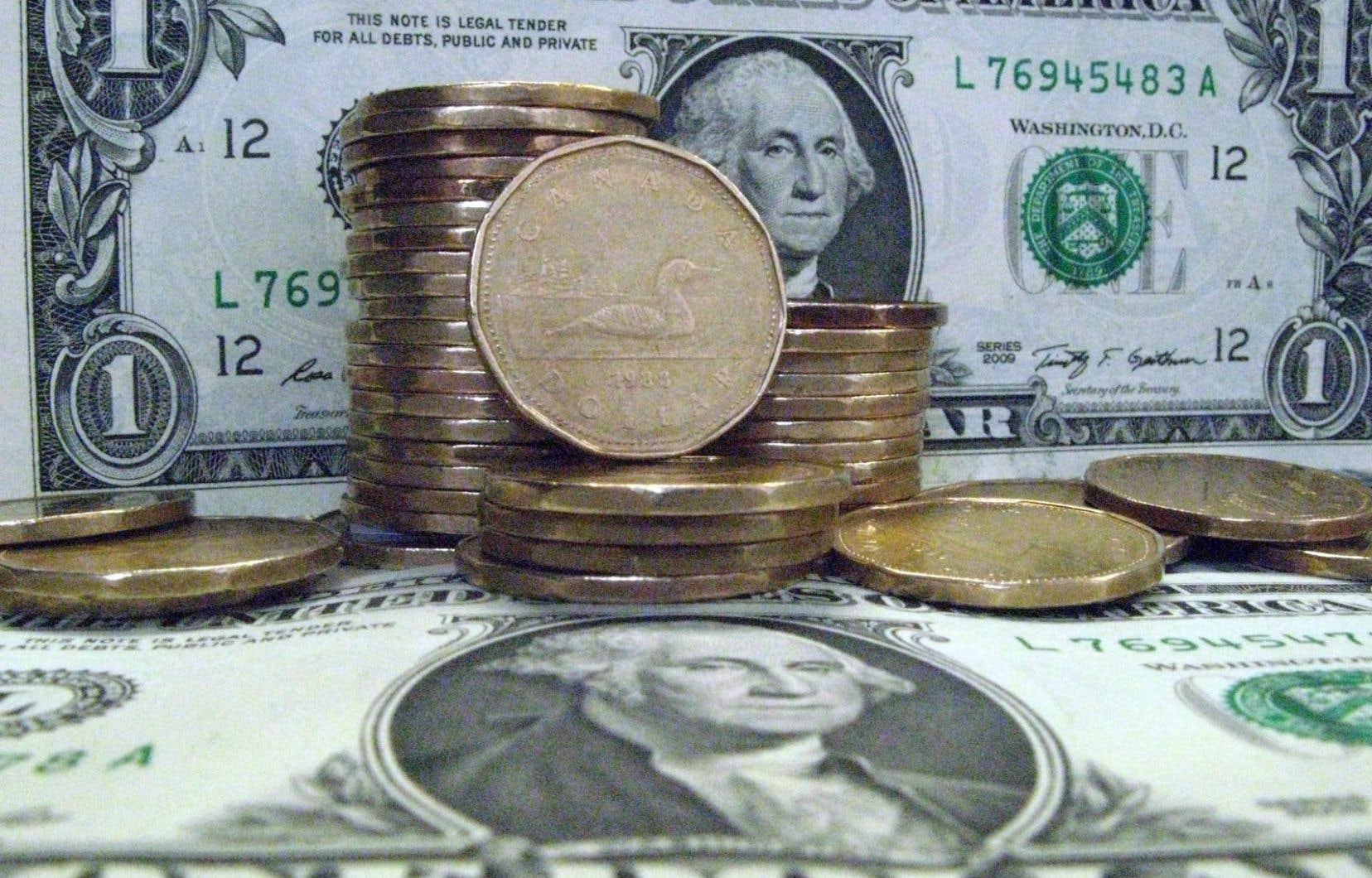 Le dollar canadien a clôturé mardi à 92,83 ¢US, en baisse de 1,05 ¢US.