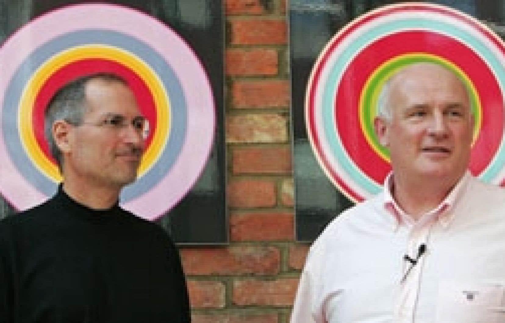 Steve Jobs, grand patron d'Apple, et Eric Nicoli, son homologue chez EMI, ont annoncé la nouvelle entente la semaine dernière.