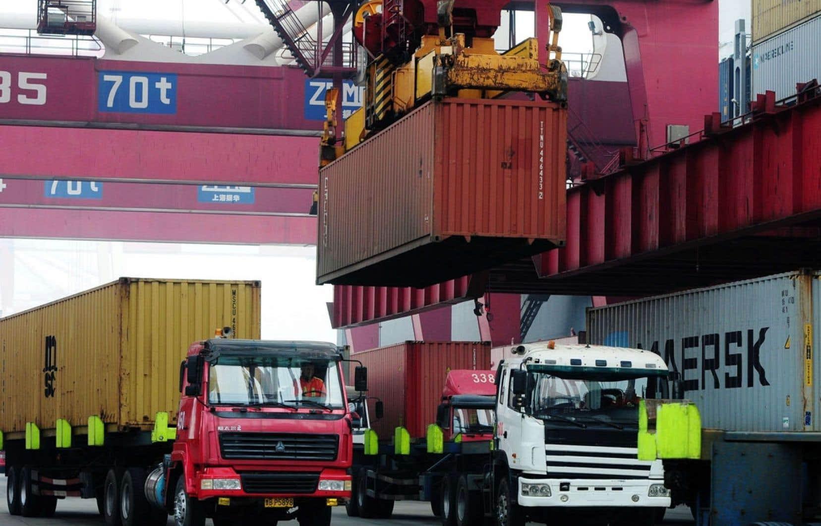 Le volume du commerce extérieur de la Chine a atteint 4160 milliards en 2013.