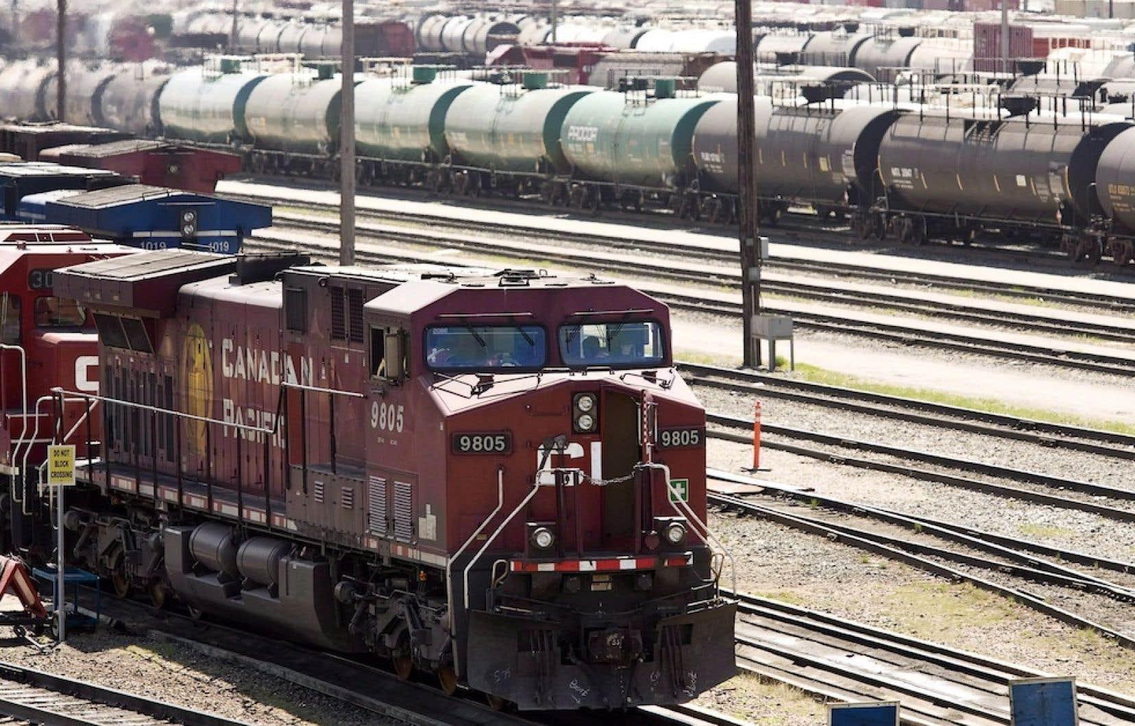 Un train du Canadien Pacifique, dans une gare de triage de Calgary.