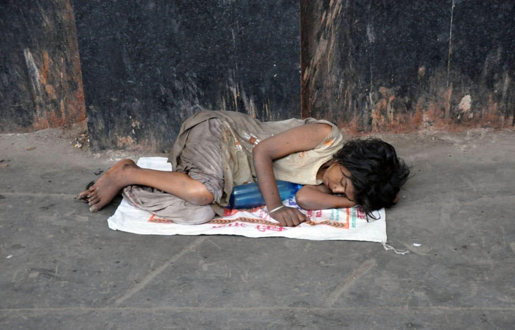 Une « intouchable » qui fait partie des 11millions d'enfants de la rue en Inde. Ici, à la gare de New Delhi.