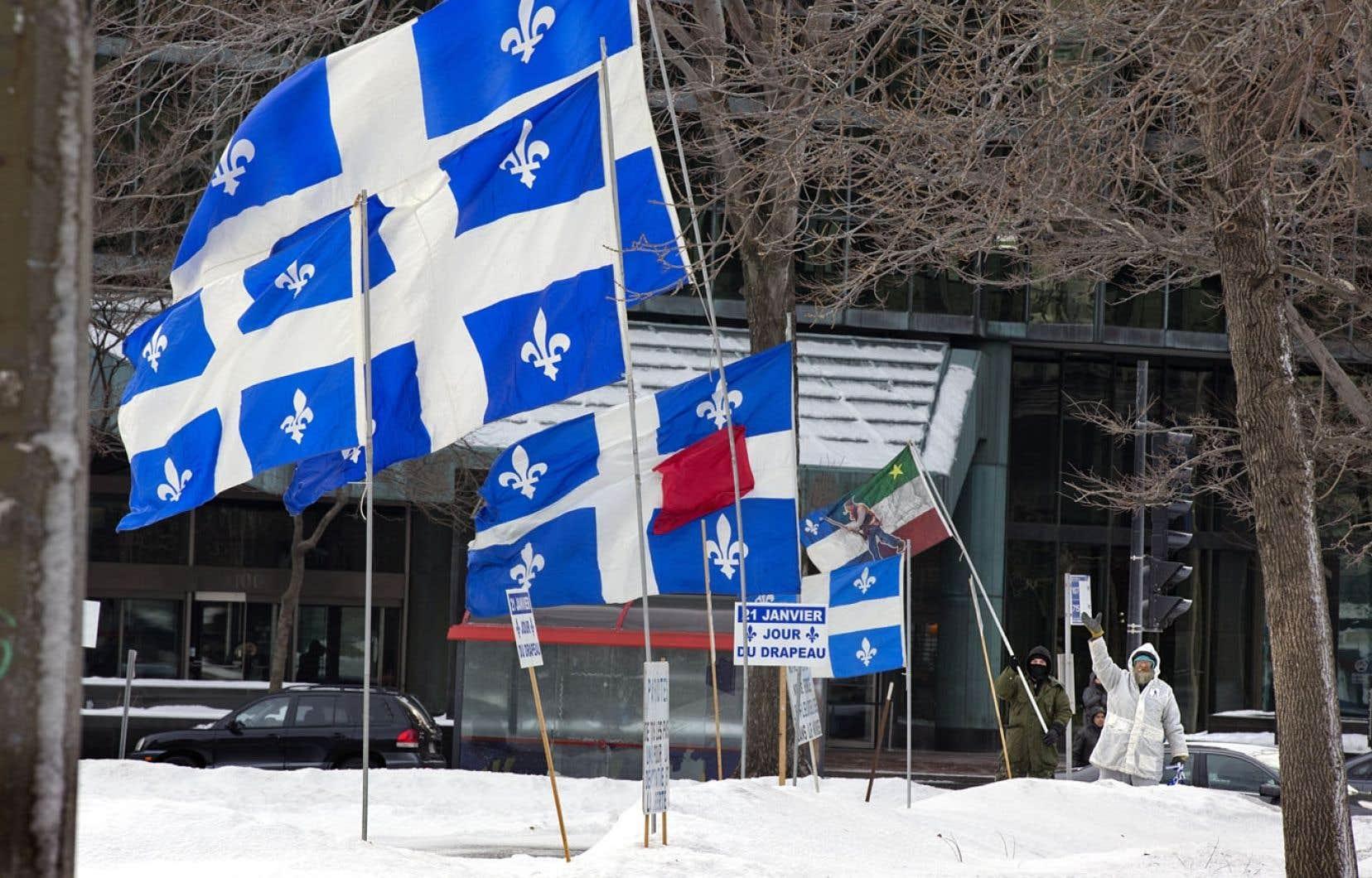 Le 21 janvier de chaque année est souligné l'anniversaire du drapeau québécois. C'est le premier ministre Maurice Duplessis qui a pris l'initiative de faire enlever l'Union Jack du Parlement et de hisser à sa place le fleurdelisé, le 21janvier 1948.