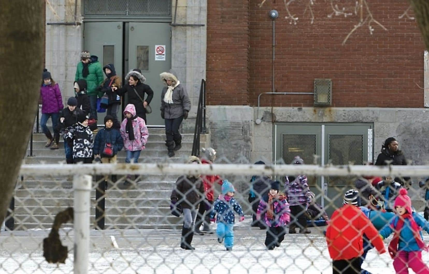 En plus des cas déjà connus de plusieurs écoles de Hochelaga-Maisonneuve, de l'école Saint-Gérard (notre photo) et de l'école Sainte-Lucie, un autre s'ajoute à la liste.