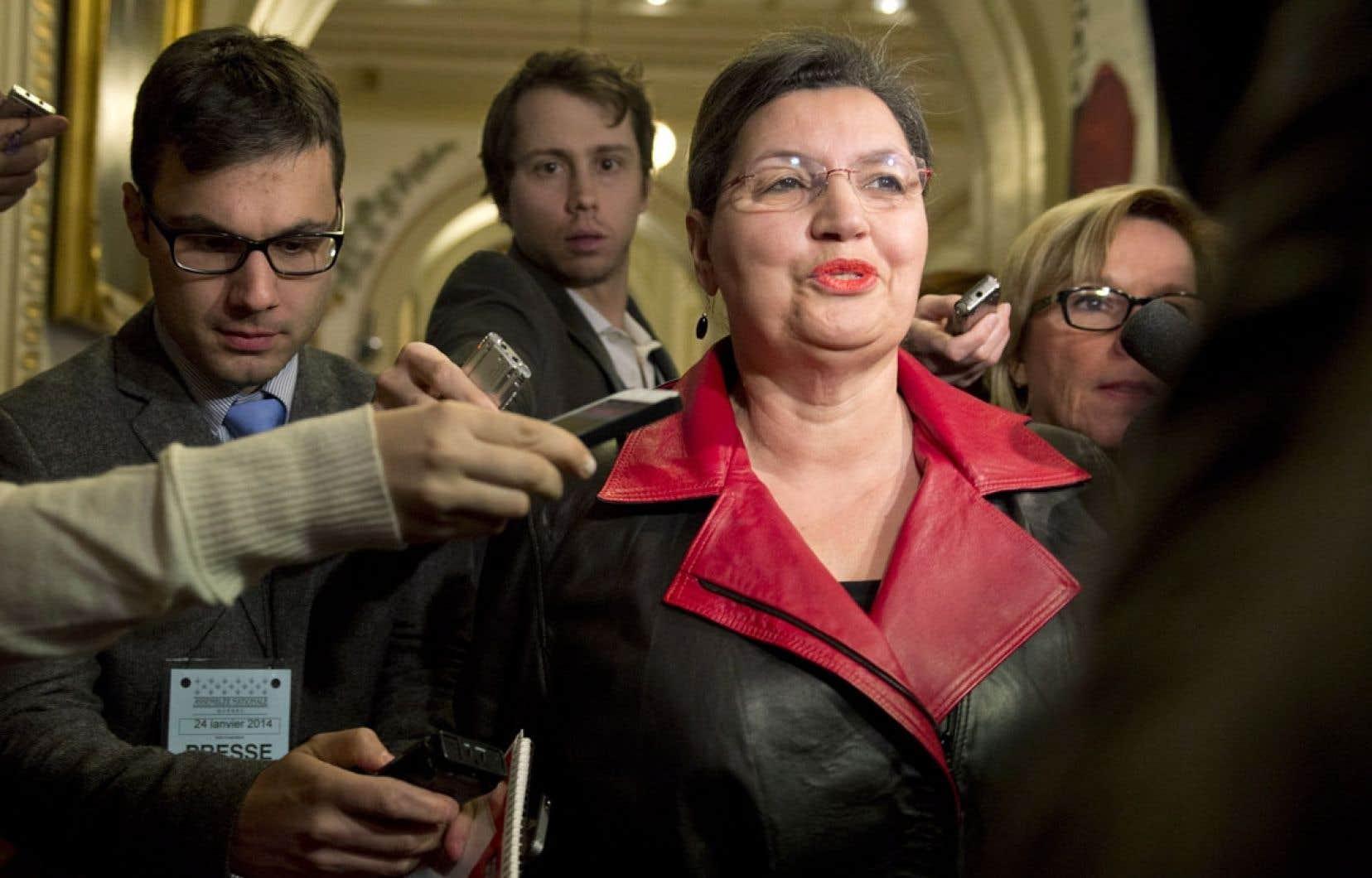 Après une réunion du caucus qui a duré plus de quatre heures lundi, Fatima Houda-Pepin est sortie la première pour annoncer qu'elle avait été «exclue» de l'équipe libérale.
