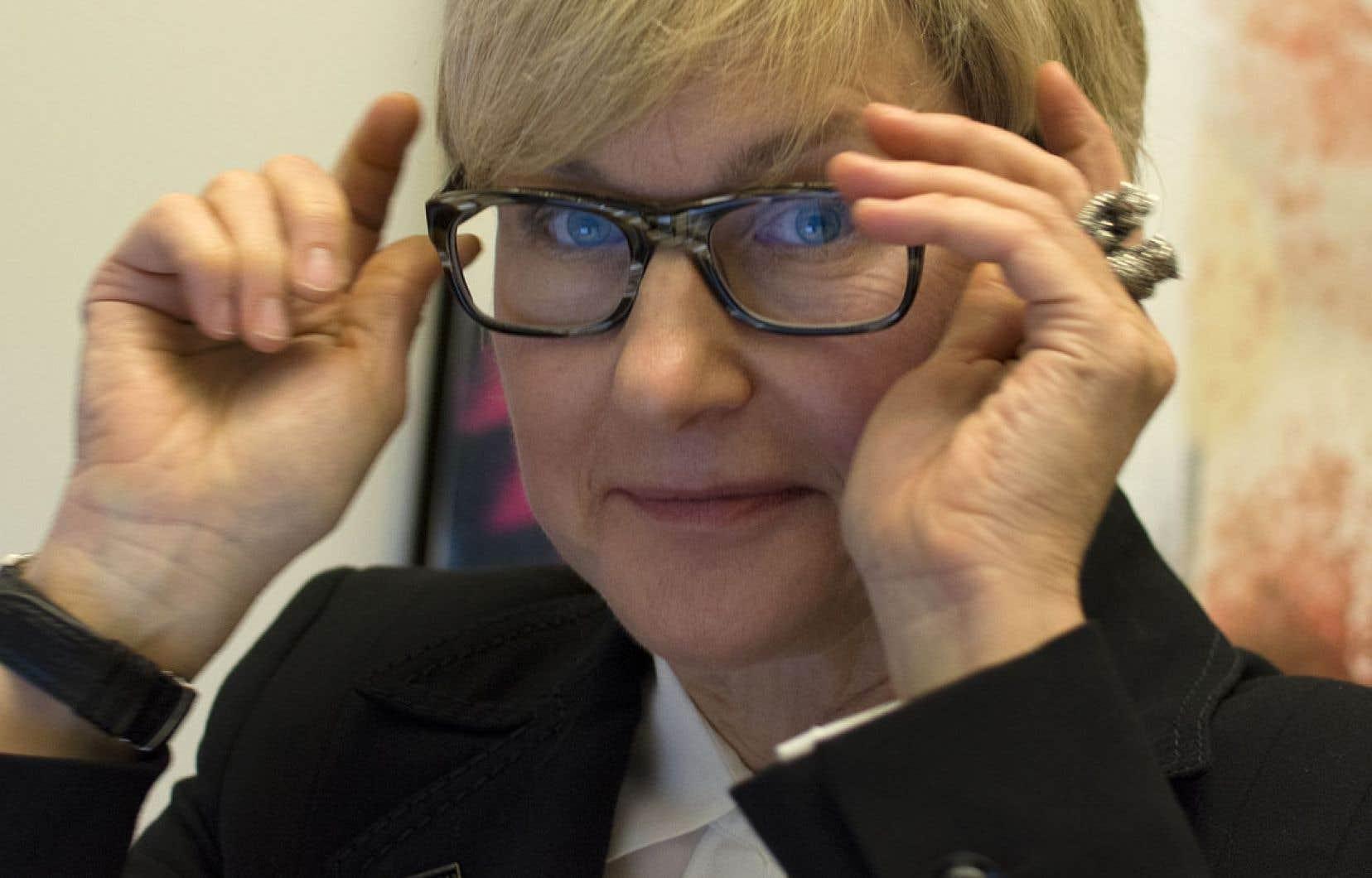 Michèle Paulin s'intéresse notamment à l'influence des médias sociaux sur le marketing.