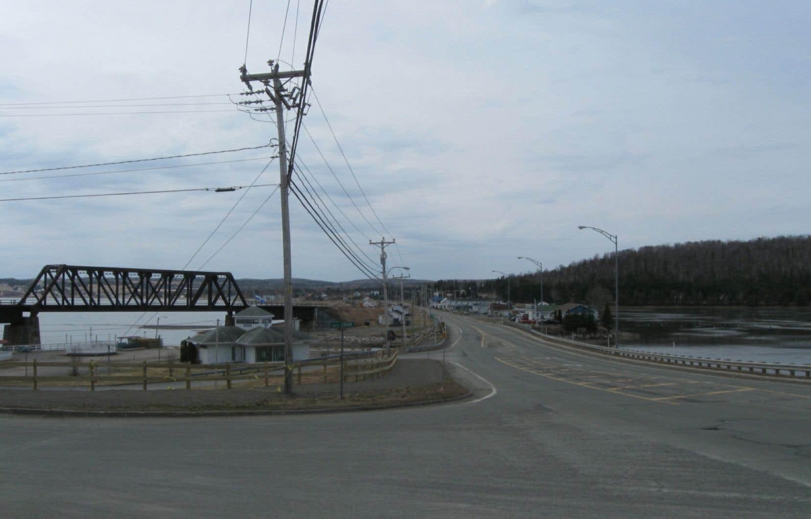 Le site de Port-Daniel a été choisi en raison de ses réserves de calcaire et de sa proximité des voies maritimes.