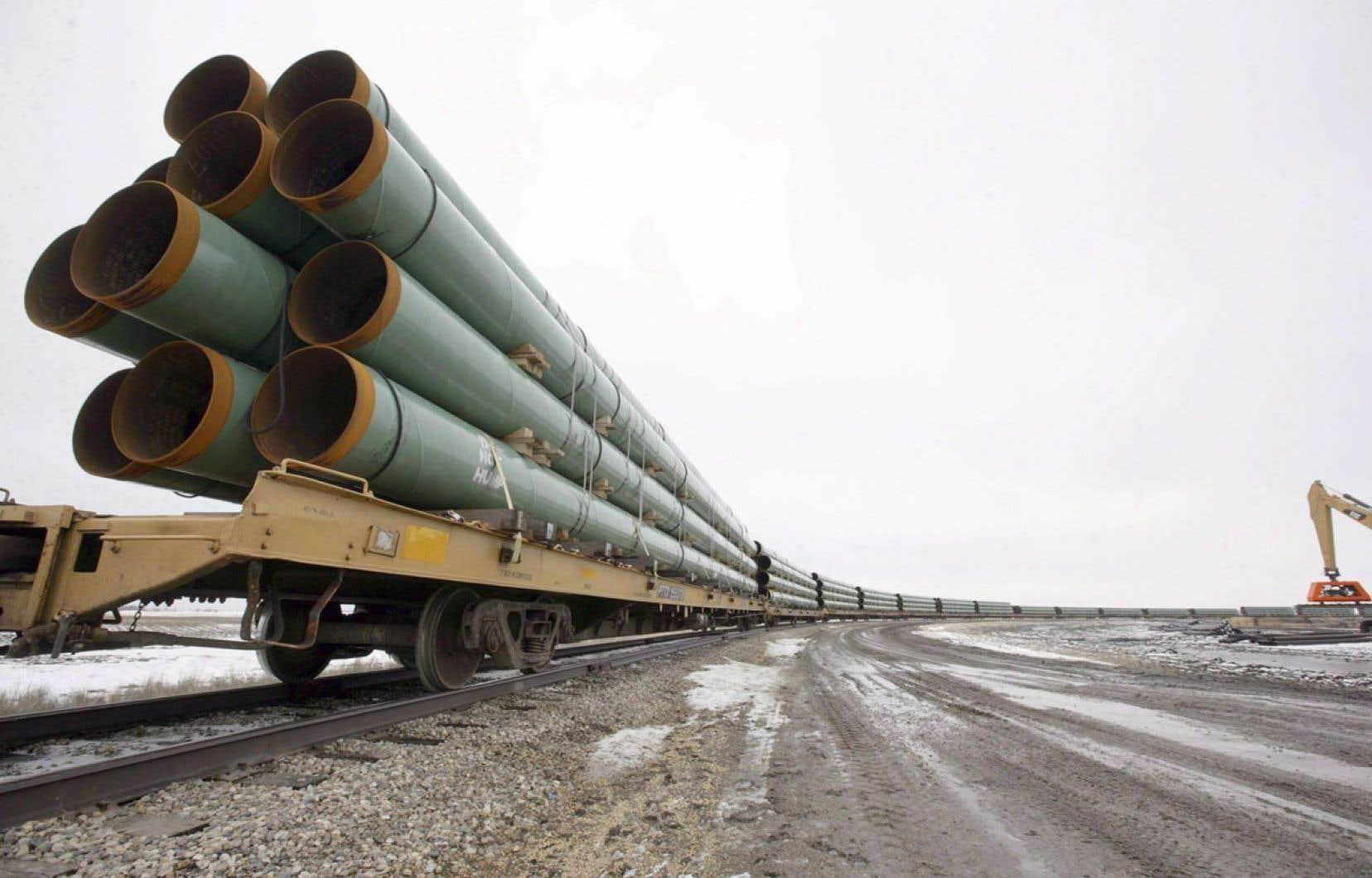 Le ministre canadien des Ressources naturelles s'est dit satisfait du rapport du département d'État, qui ouvre la porte à l'approbation du projet par Washington. Ci-dessus, des tronçons du pipeline arrivent à Milton, dans le Dakota du Nord.