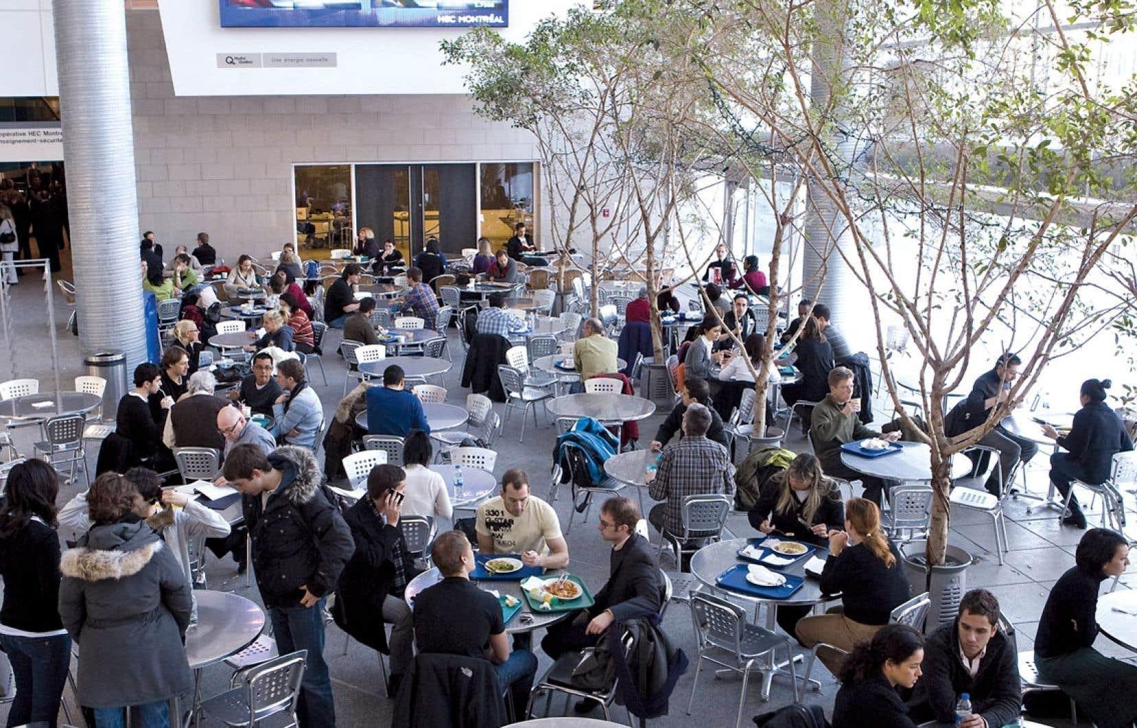 En 2012, on apprenait la décision de HEC Montréal (ci-dessus) d'offrir une maîtrise entièrement en anglais. Lorsque, dans une université francophone, on autorise les étudiants à suivre tout un programme dans cette langue, on est en présence d'une situation de bilinguisme institutionnel.