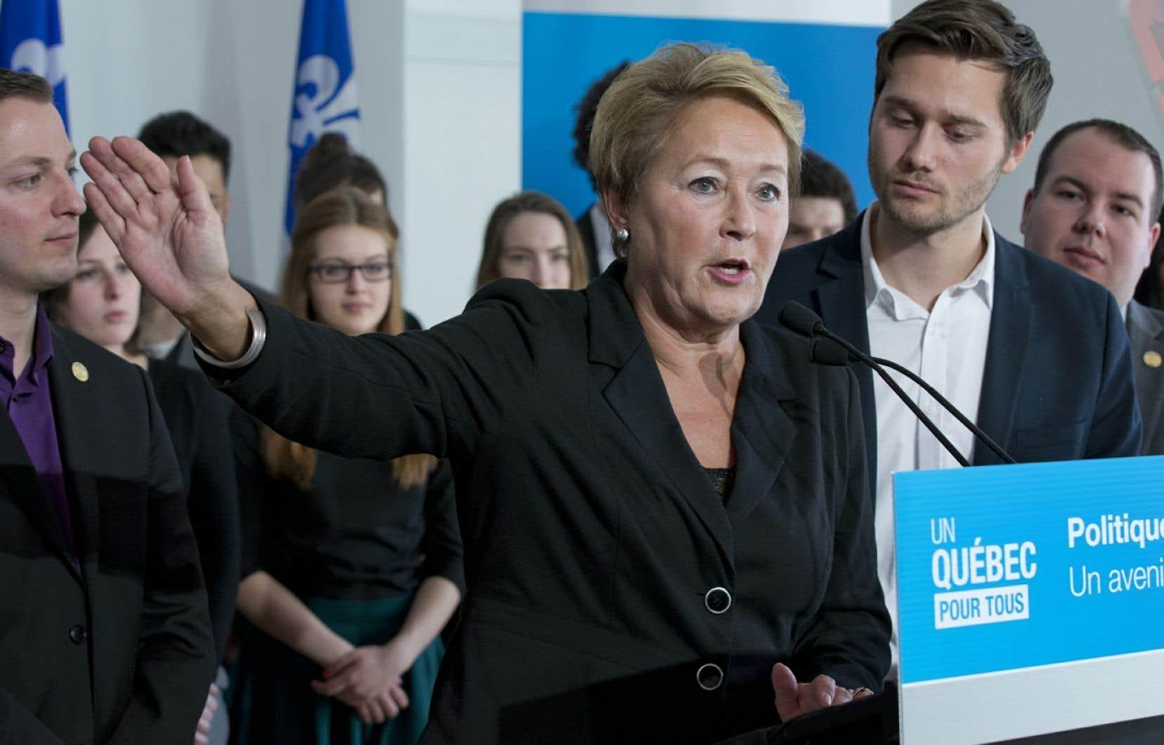 La première ministre Pauline Marois a dévoilé le livre blanc qui doit guider sa prochaine Politique jeunesse en compagnie du député Léo Bureau-Blouin.