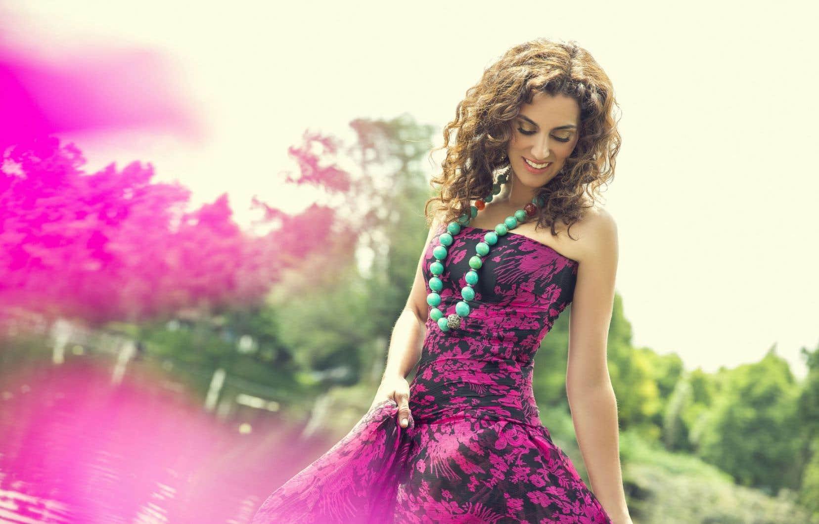 Amanda Martinez chante intimement, sensuellement, et peut parfois devenir plus éthérée. De père mexicain et de mère sud-africaine, elle a tout intégré de son enfance.
