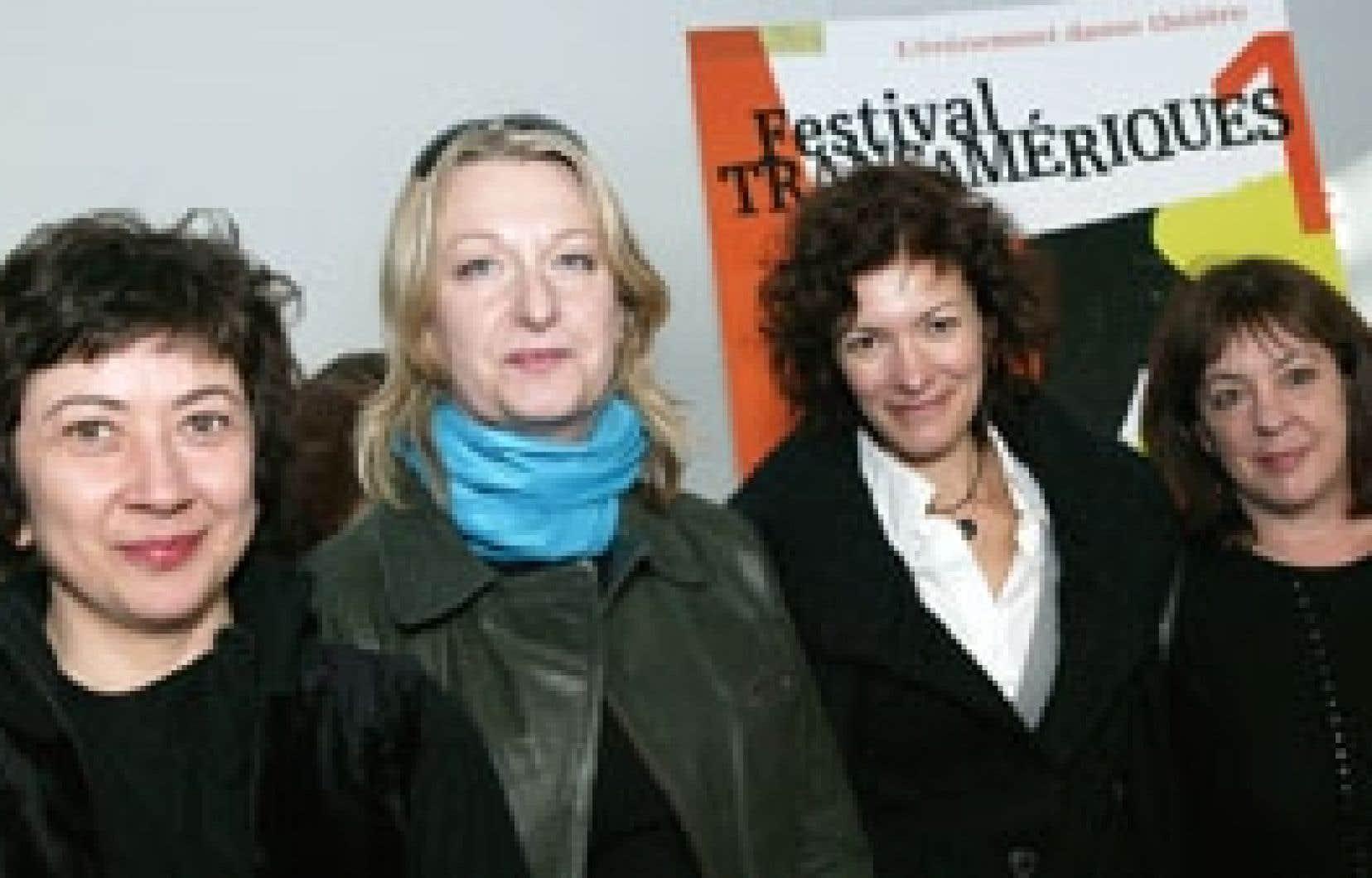 La chorégraphe Isabelle Van Grimde (deuxième à gauche) donne carte blanche à Marie Brassard, Dominique Leduc, Martine Beaulne et Alice Ronfard (absente) afin qu'elles réorchestrent son répertoire.