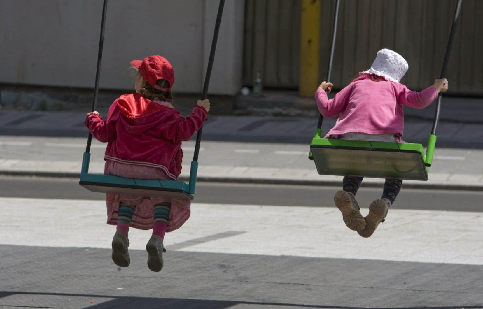 La Belgique, deviendra le deuxième pays, après les Pays-Bas, à l'autoriser pour les mineurs. Mais, à la différence de la loi néerlandaise, qui prévoit que l'enfant doive avoir au moins 12 ans, le législateur belge n'a pas fixé d'âge minimum.