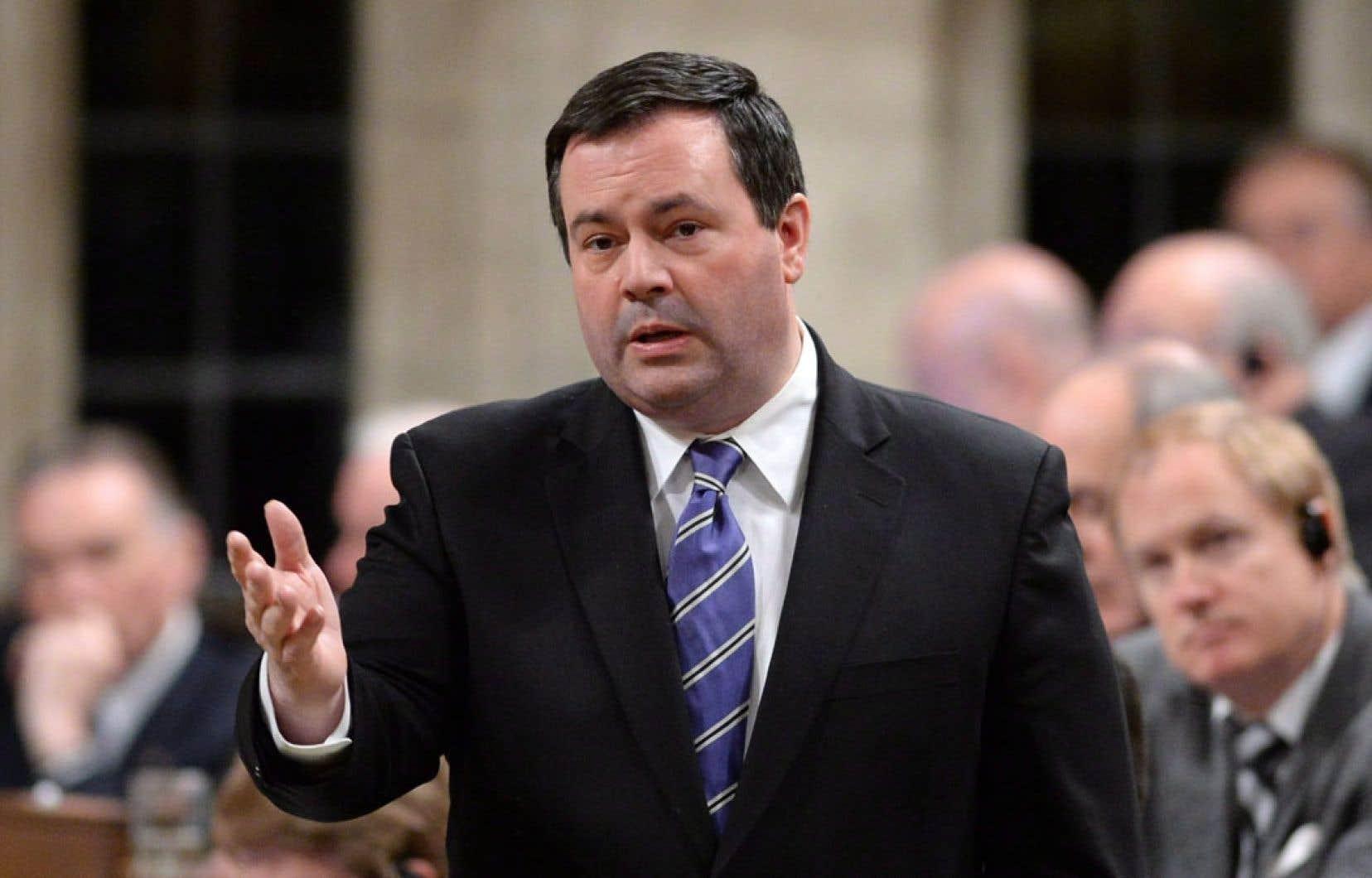 Après avoir annoncé la création de sa subvention à l'emploi, le ministre Jason Kenney négociait depuis un an avec les provinces pour tenter de trouver un terrain d'entente sur le mode de financement.