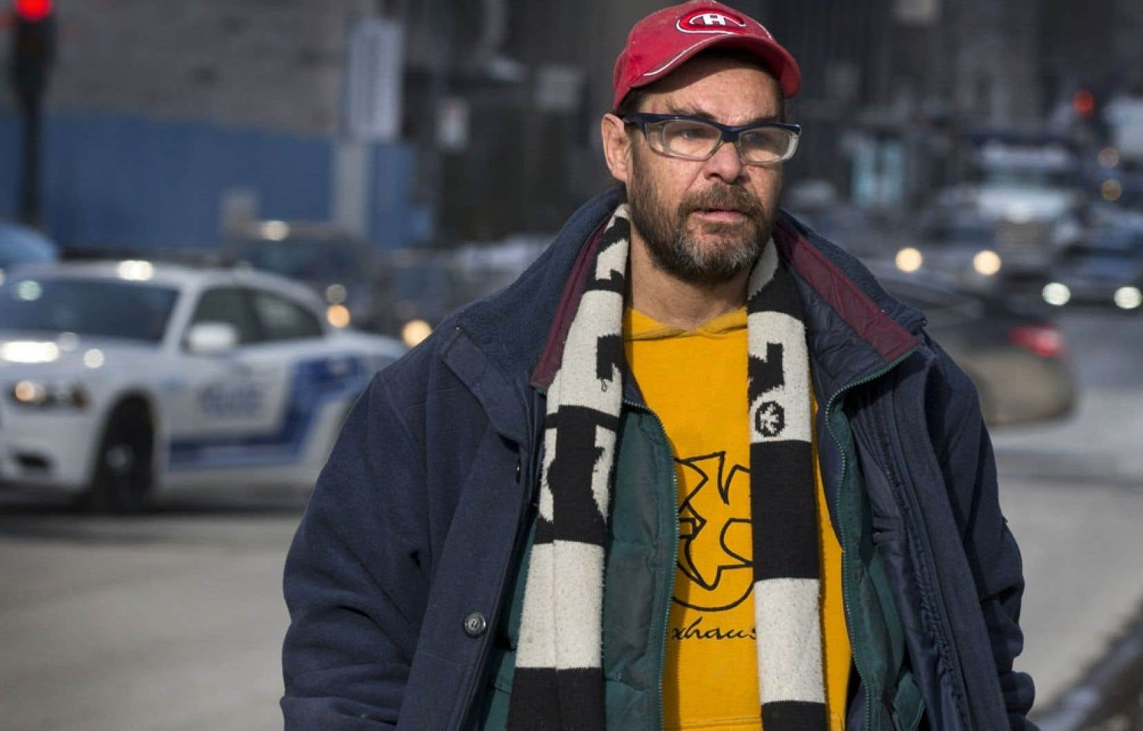 Jack, 44 ans, a fait des études en cinéma. Après s'être retrouvé dans la rue, il a recommencé à travailler à l'écriture d'un scénario.