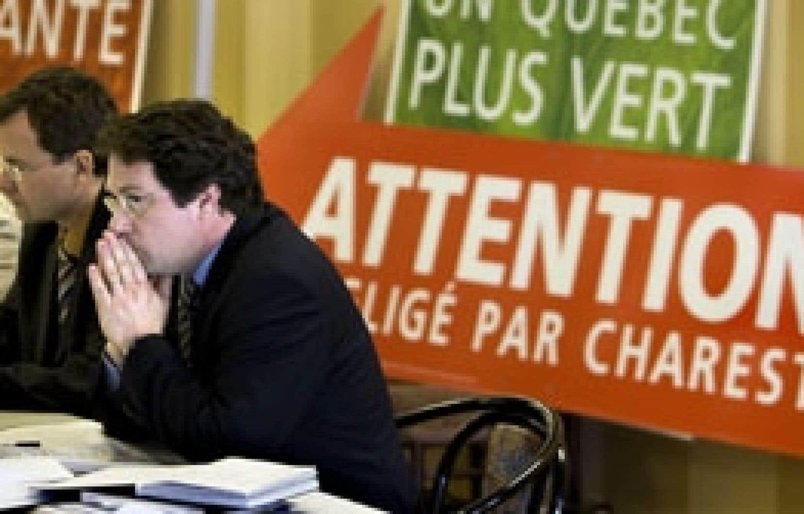 Le candidat du Parti québécois dans Marie-Victorin, Bernard Drainville, était au nombre des péquistes briguant les suffrages sur la Rive-Sud près de Montréal qui ont attaqué hier les résultats des défusions menées sous le règne libéral. Les p