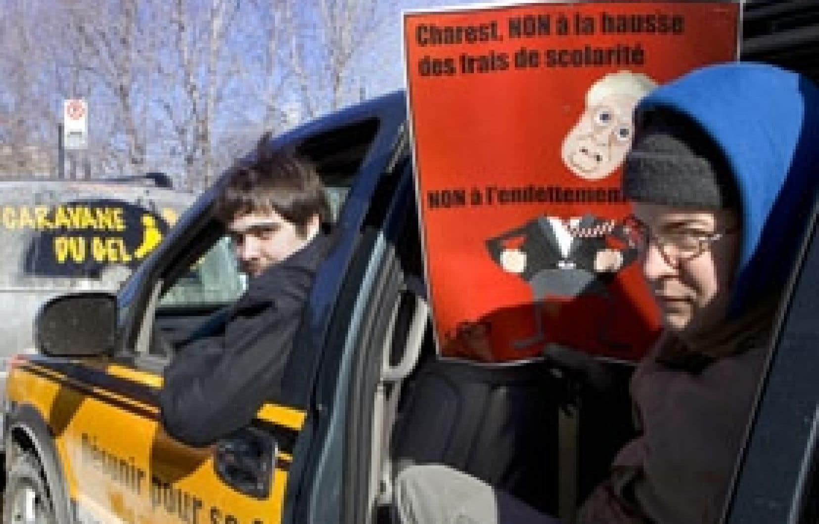 Les étudiants entendent bien poursuivre leur tournée du Québec en dépit de l'avis formel donné par le directeur général des élections.