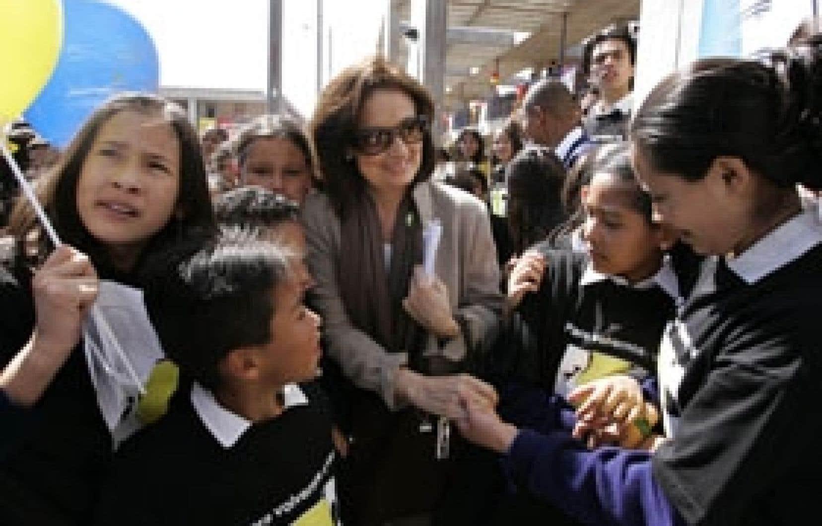Yolanda Pulecio, la mère de l'otage Ingrid Betancourt, a rencontré des étudiants à Bogotá.