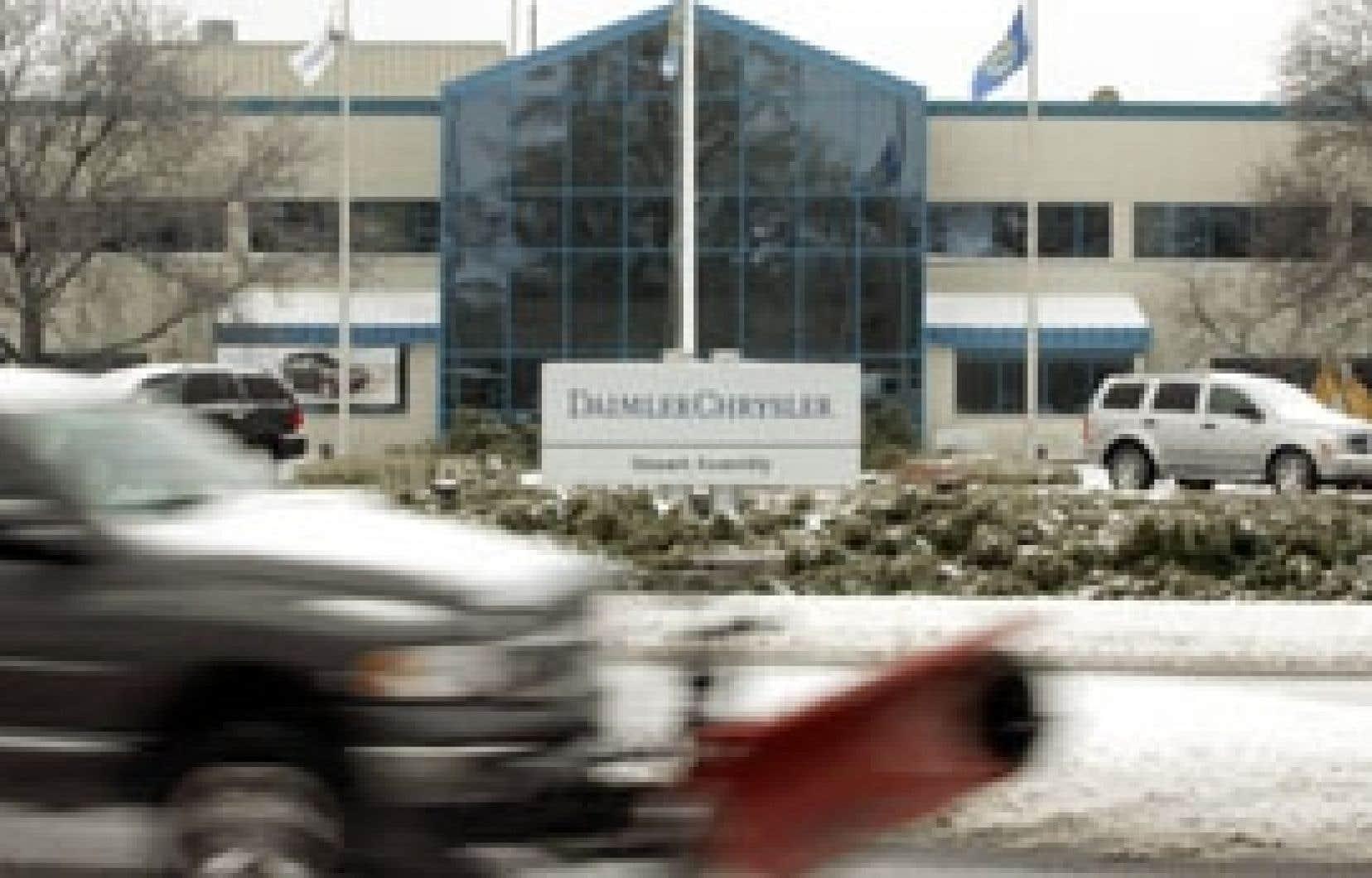 Chrysler a annoncé la semaine dernière qu'elle comptait retrancher 13 000 emplois, dont 11 000 postes de la chaîne de montage, et fermer une usine pour tenter d'arrimer sa production à une demande réduite.